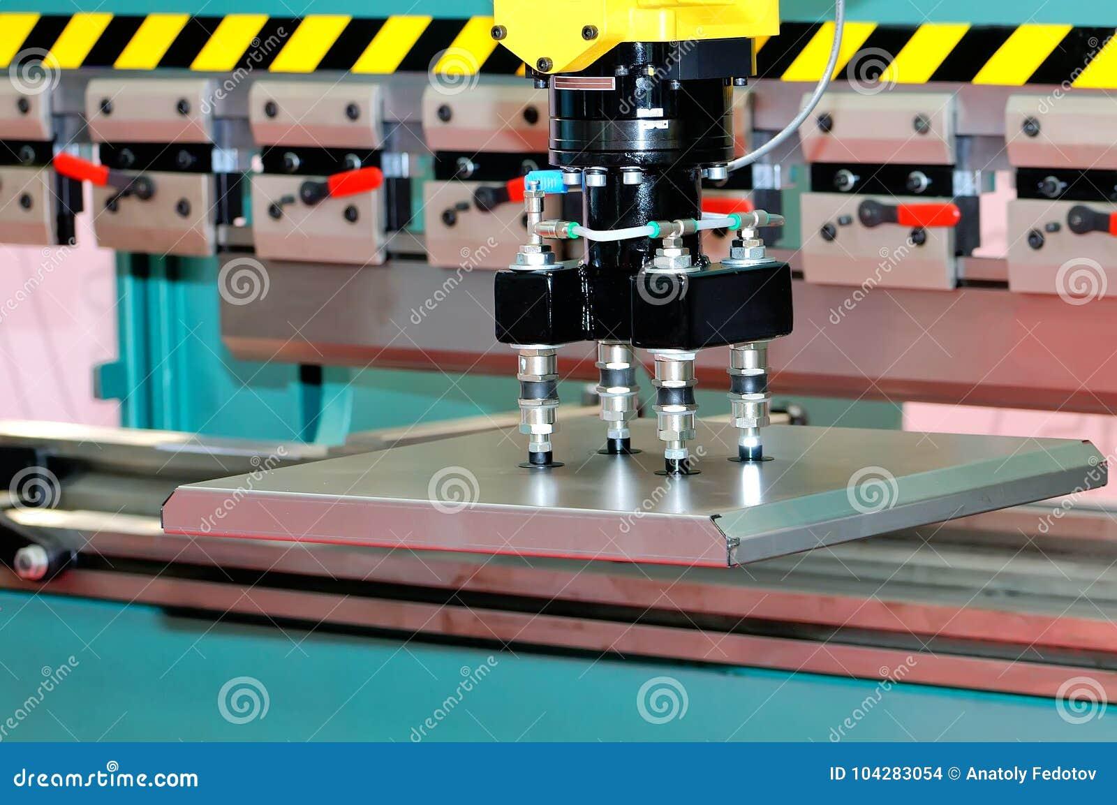 Linea industriale automatizzata con il manipolatore