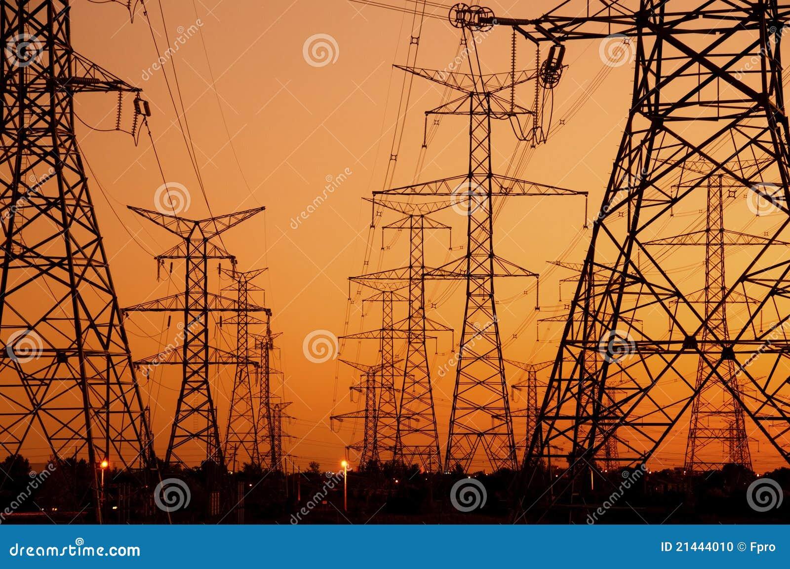 Linee elettriche al tramonto