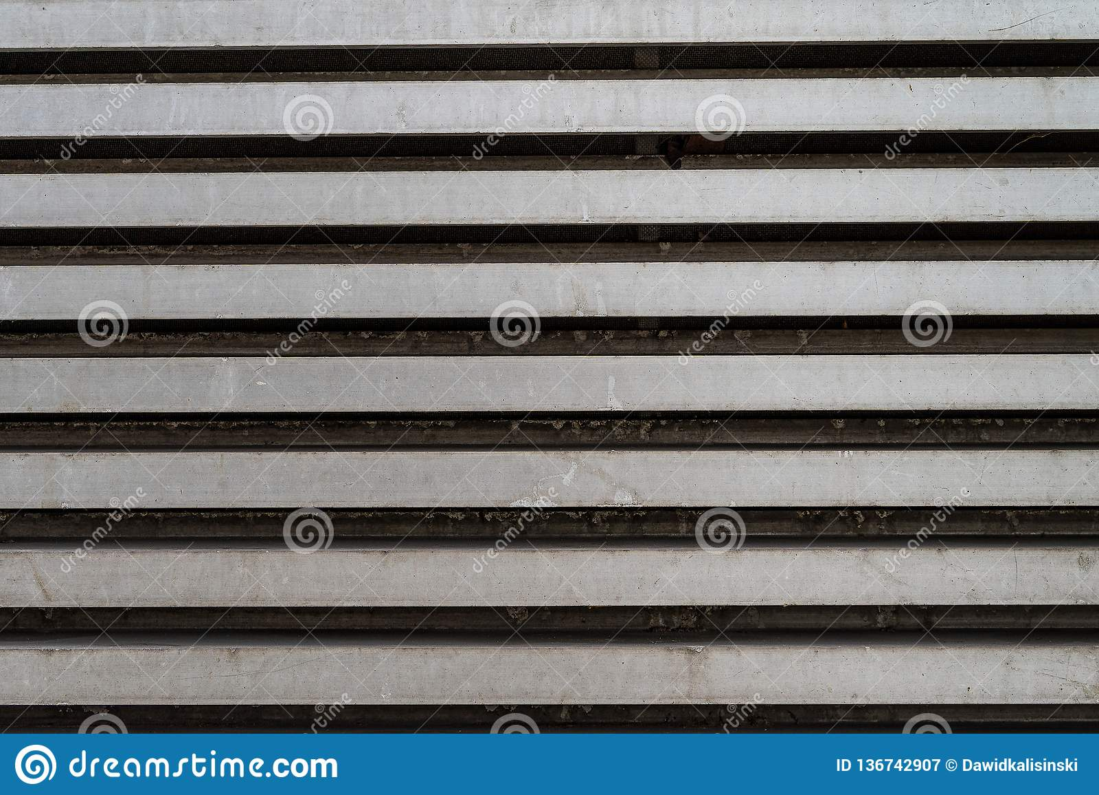 Linee orizzontali grige d argento del metallo di lerciume - struttura/fondo di alta qualità