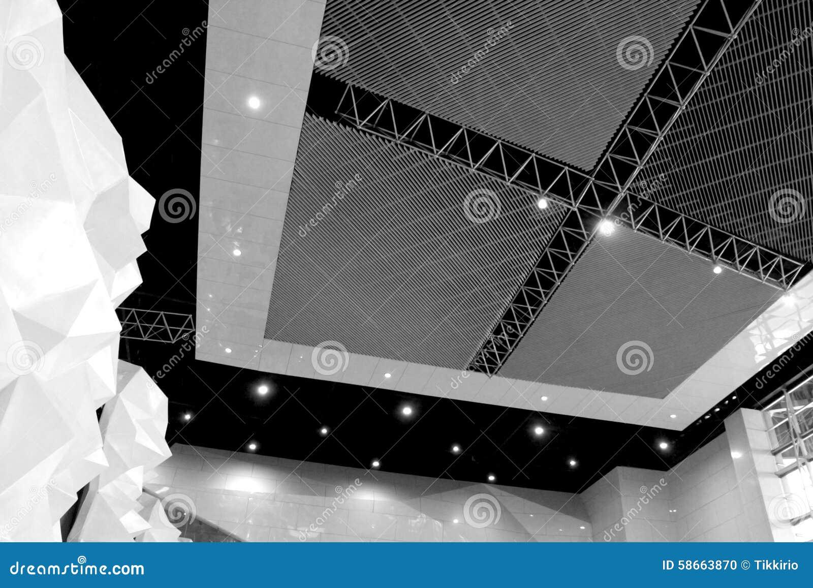 Plafoniere Tetto : Linee rette del tetto della struttura dacciaio plafoniere