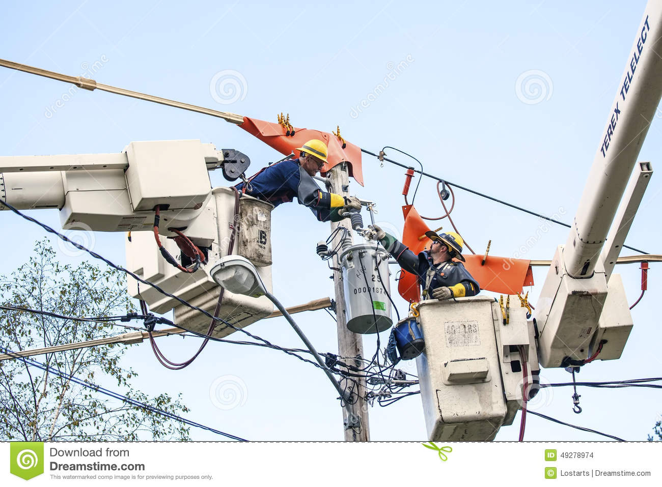 Plainfield (IN) United States  city pictures gallery : Editorial Stock Image: Linemen Repairs Electricity Distribution Lines ...