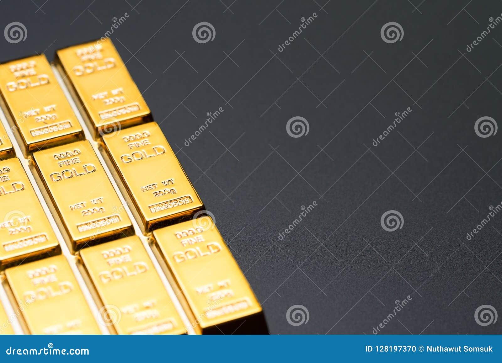 Lingote de los lingotes de la barra de oro en fondo negro con el espacio de la copia, CRI