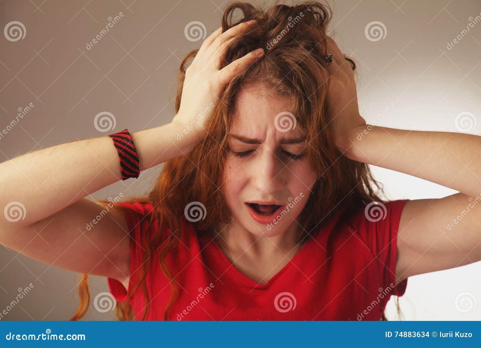 Linguagem corporal cansado, esgotada e frustrada da mulher, gestos