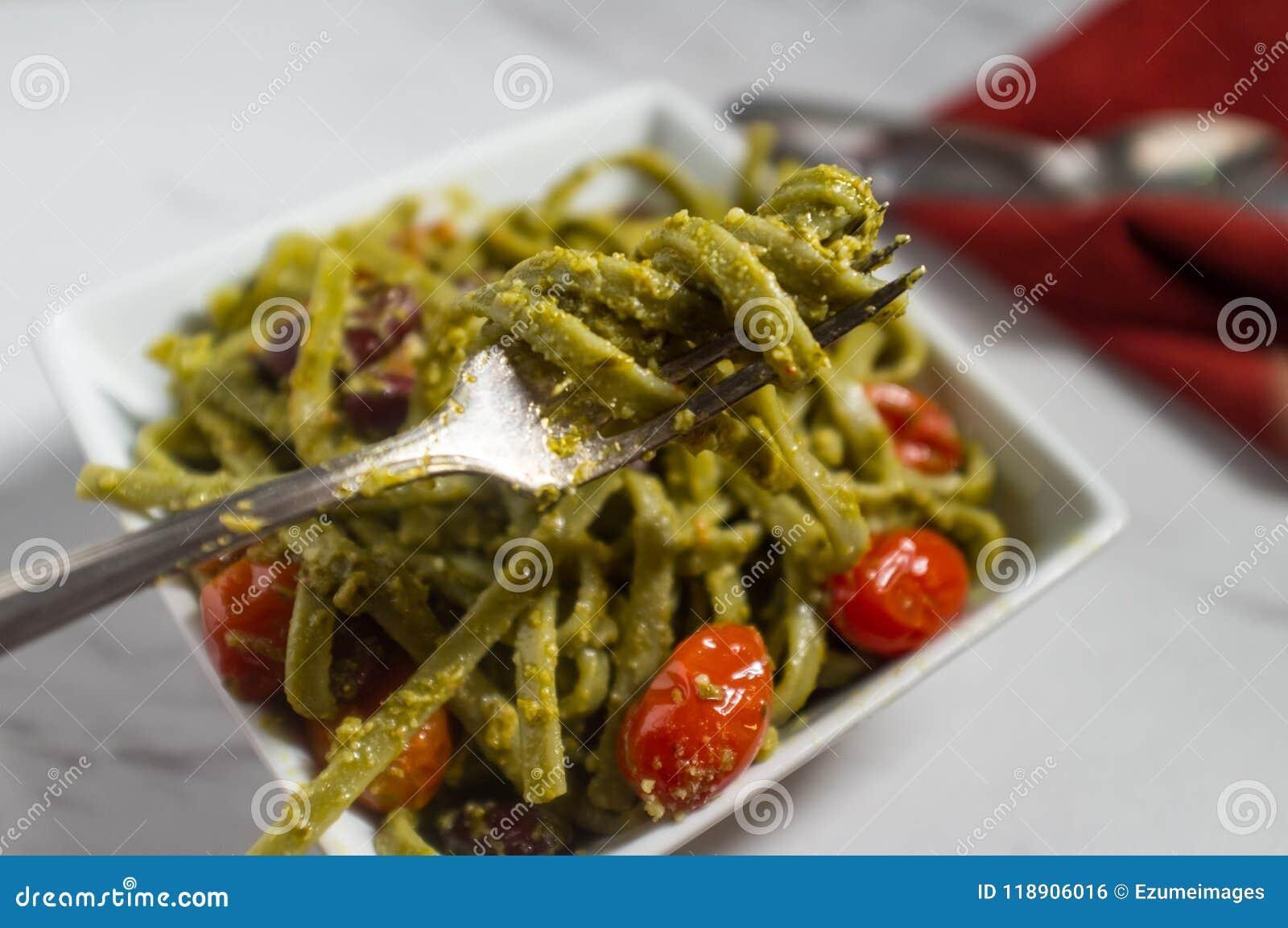 Linguine Alla Pesto