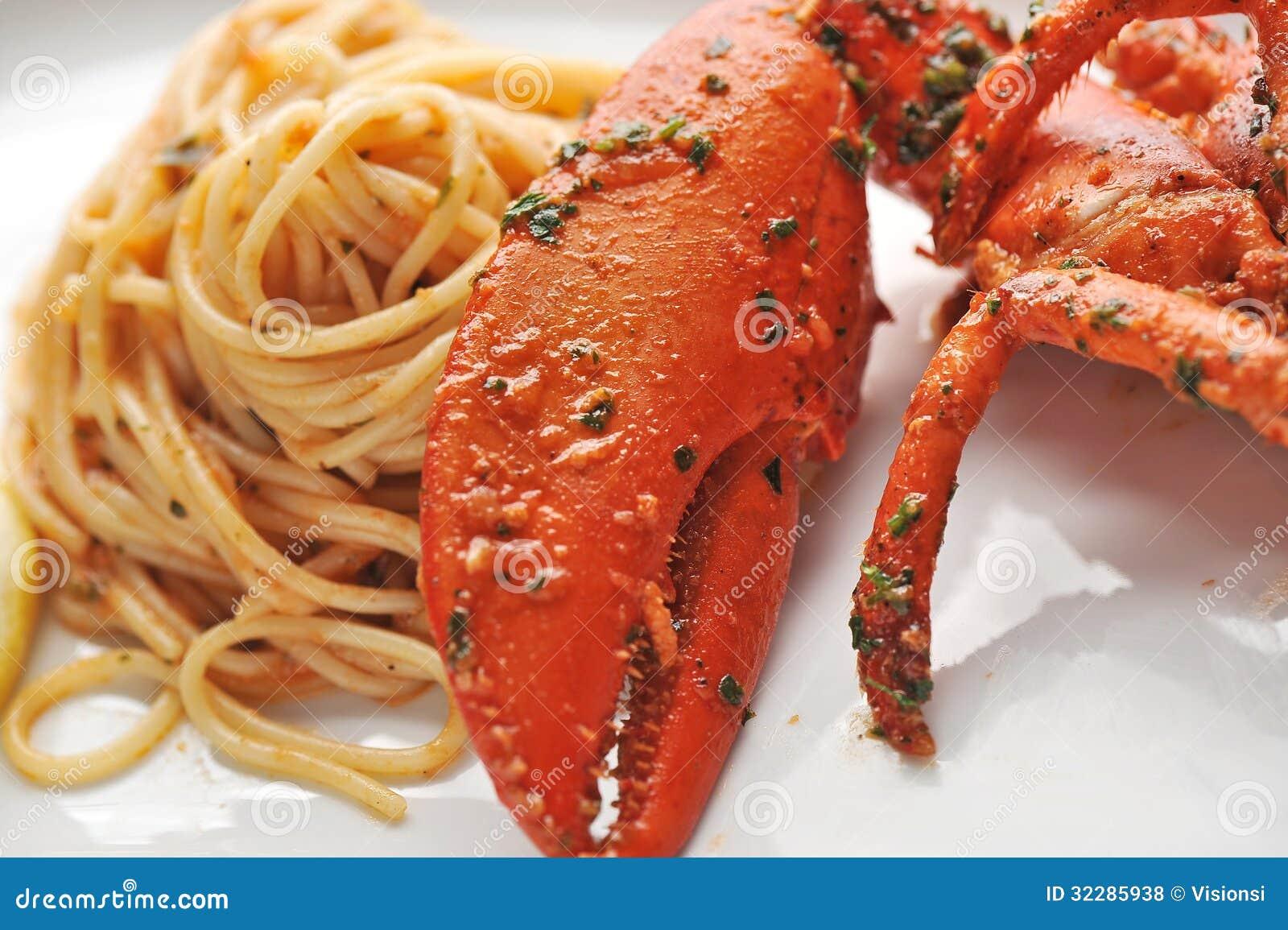 Linguine da massa do marisco com lagosta fresca