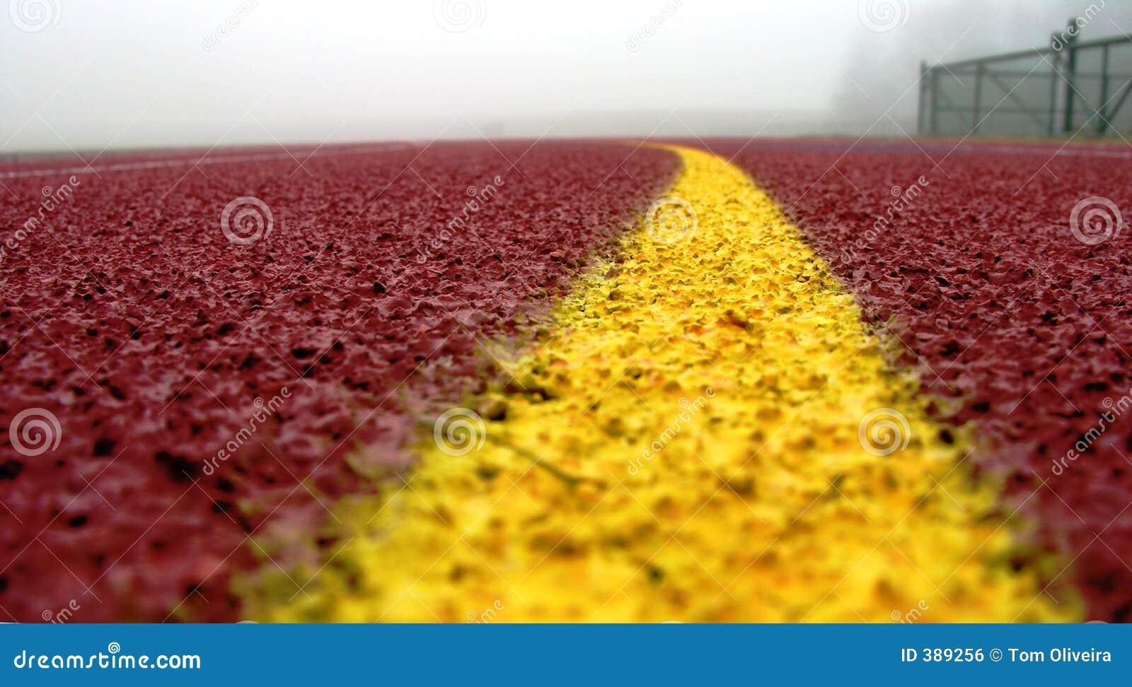 Linha amarela curvada no vermelho