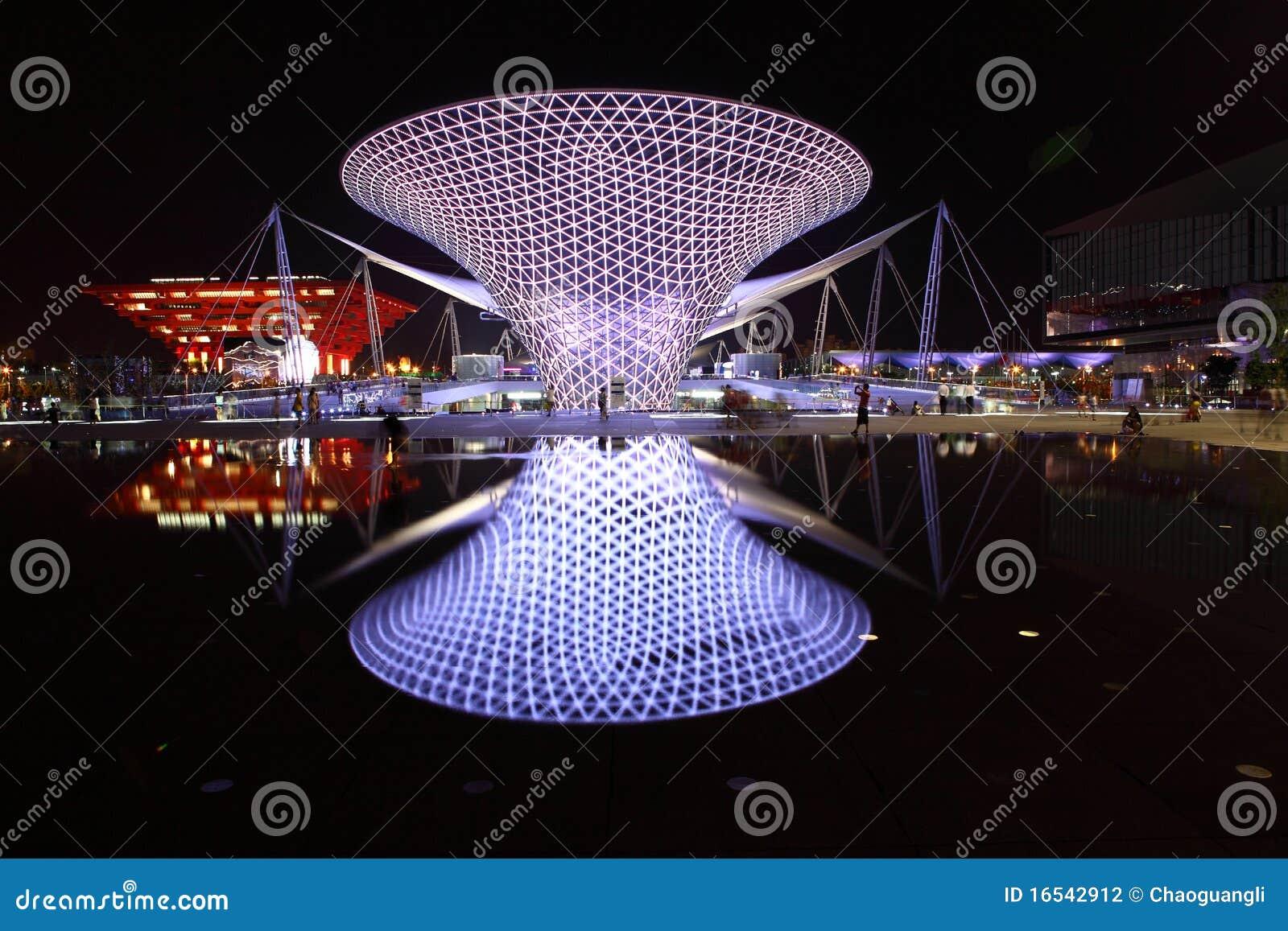 Linha central da expo na noite