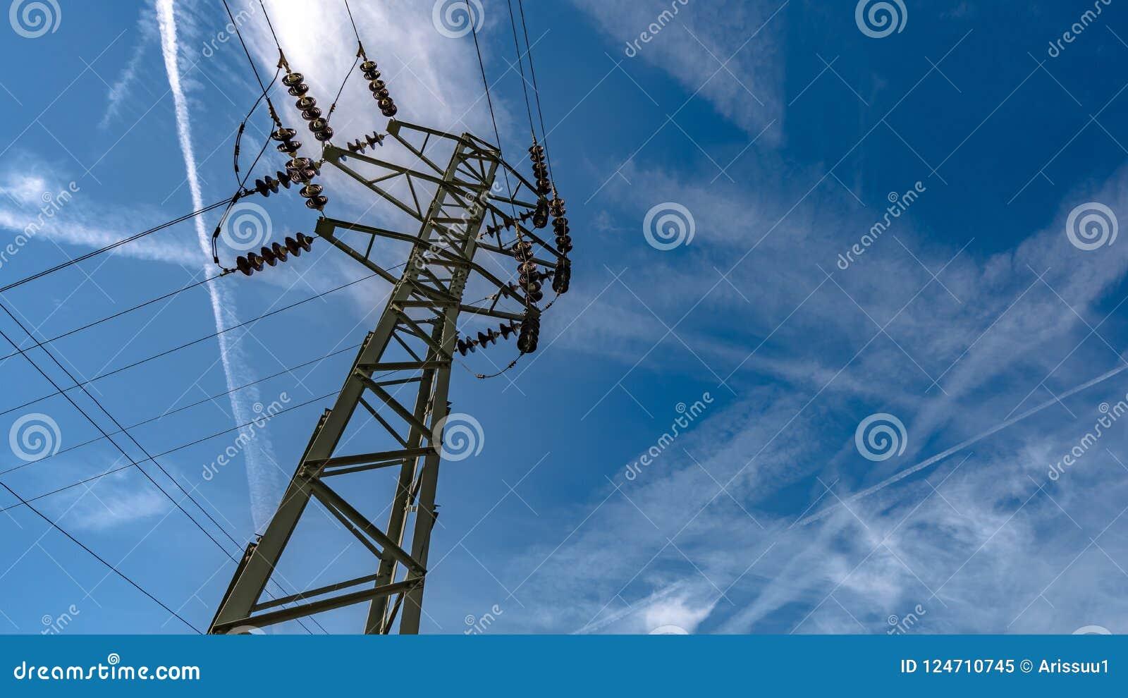 Linha de alta tensão da distribuição da eletricidade