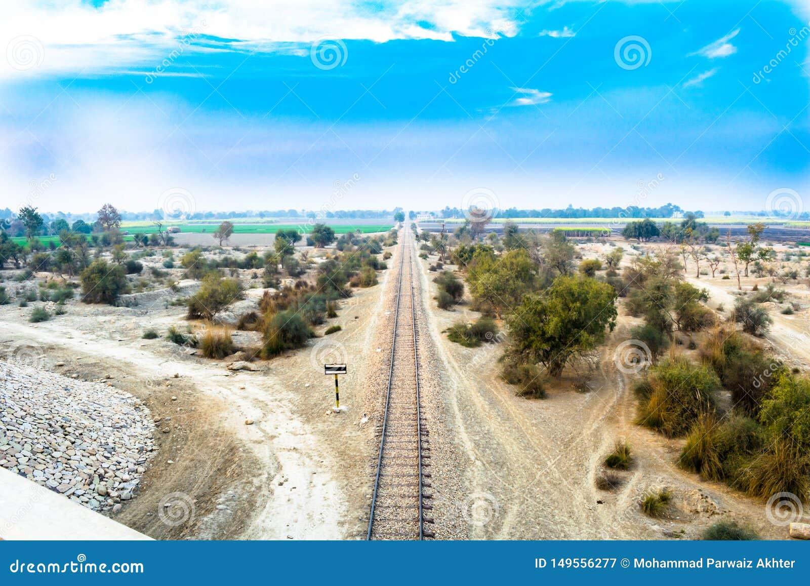 Linha de estrada de ferro no lado Paquist?o do pa?s
