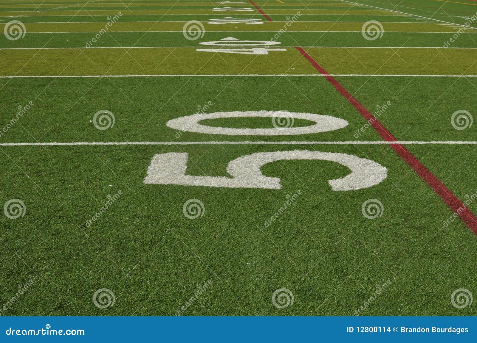 Linha de jardas cinqüênta de um campo de futebol