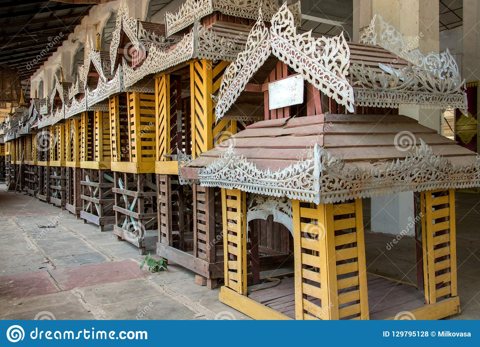 Linha de modelos decorativos da casa no templo budista