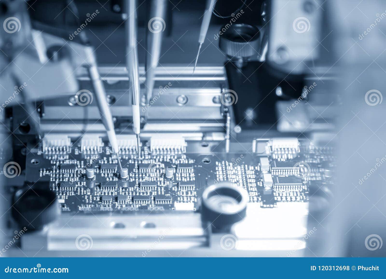 A linha de produção de placa eletrônica com microchip