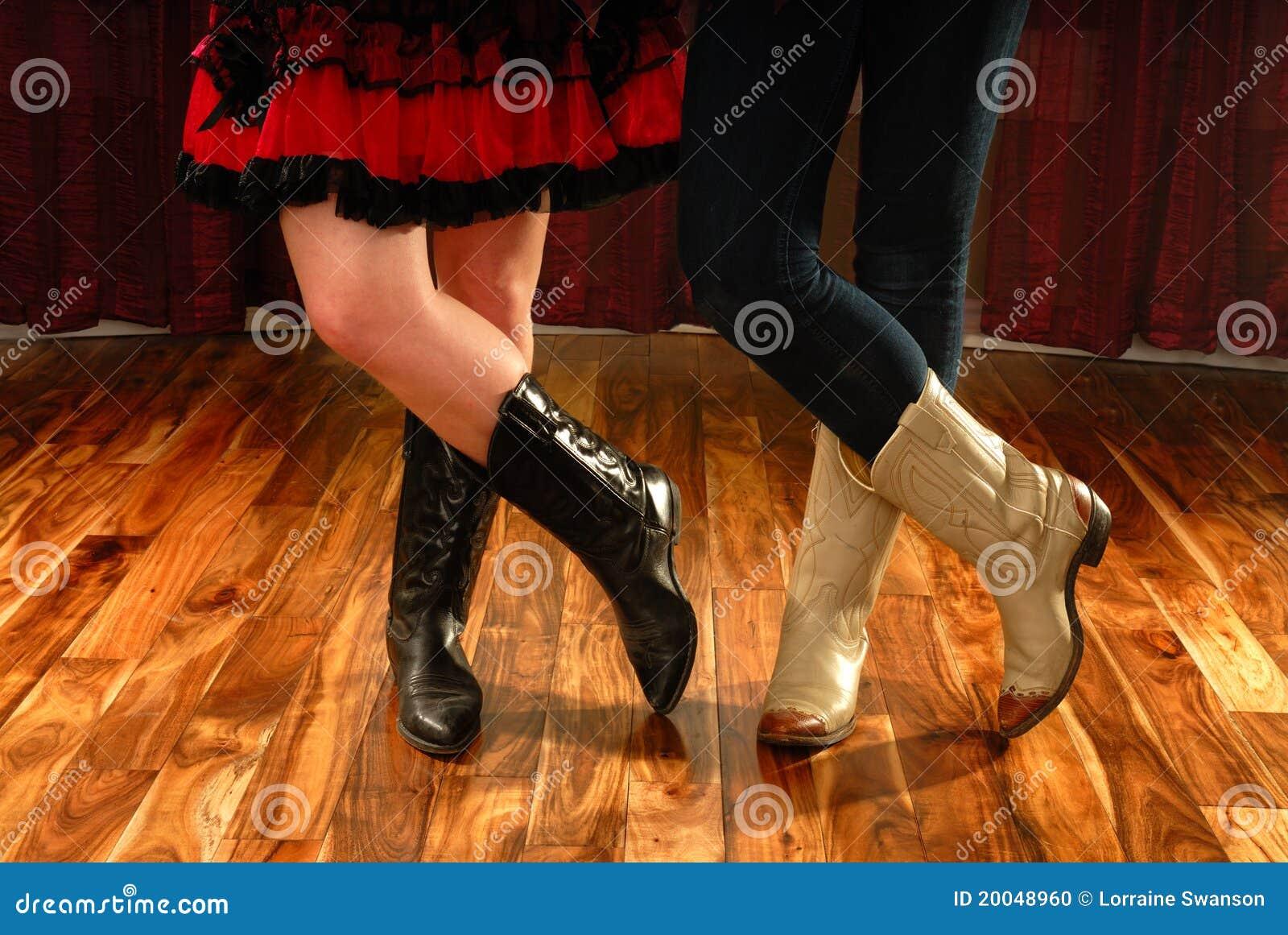 Linha pés da dança em carregadores de cowboy