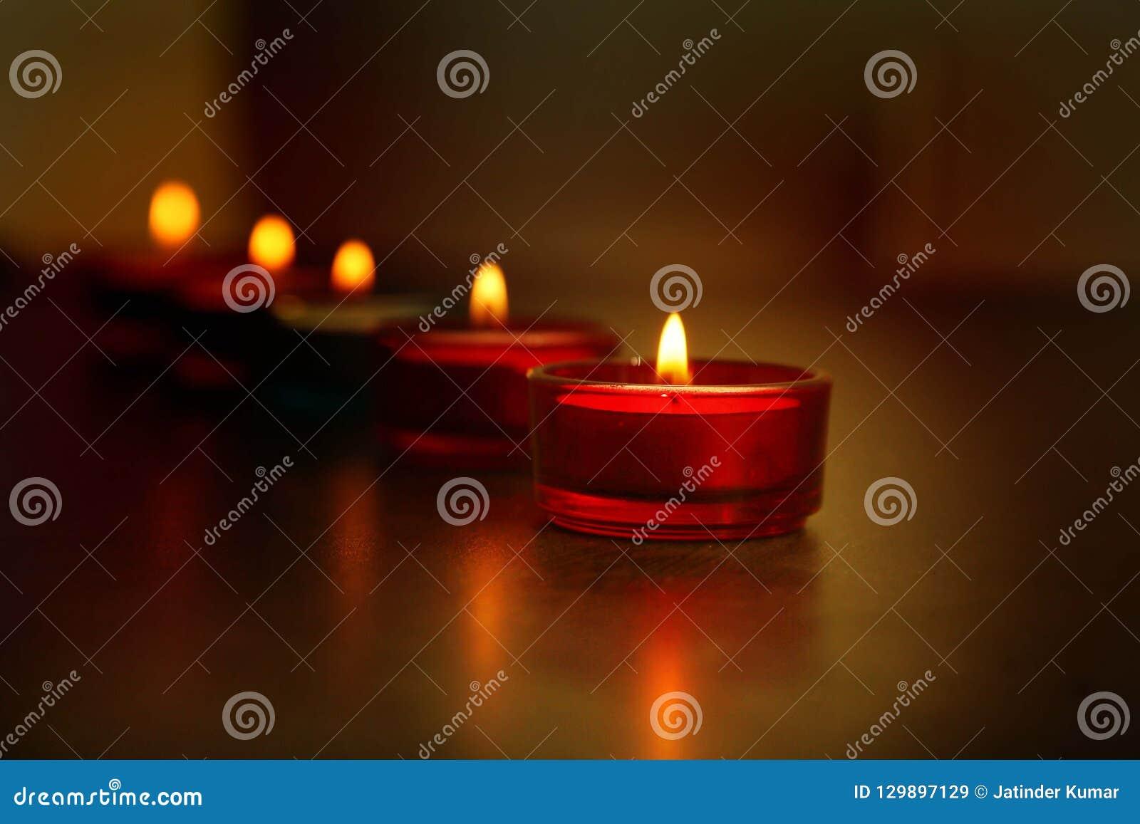Linia dekoracyjne indianina Diwali lampy