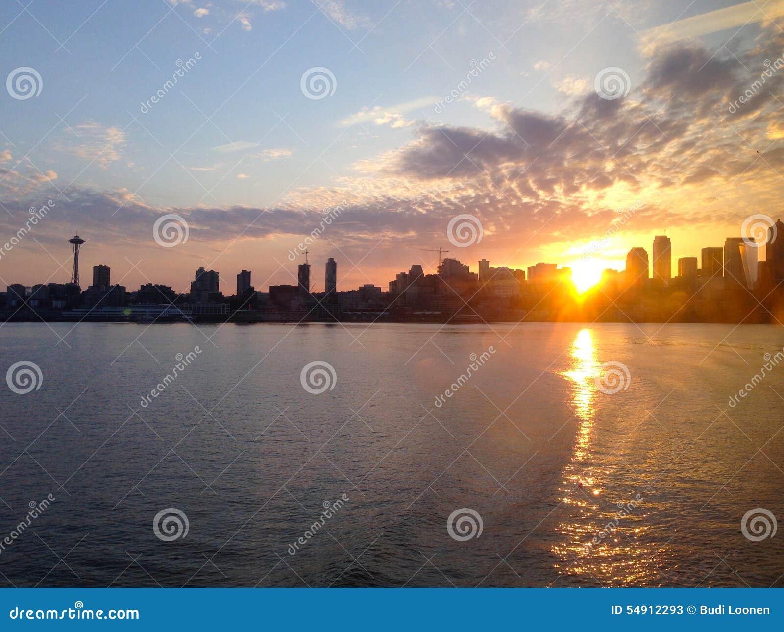 Linia horyzontu Seattle WA, wschód słońca - Stany Zjednoczone Ameryka