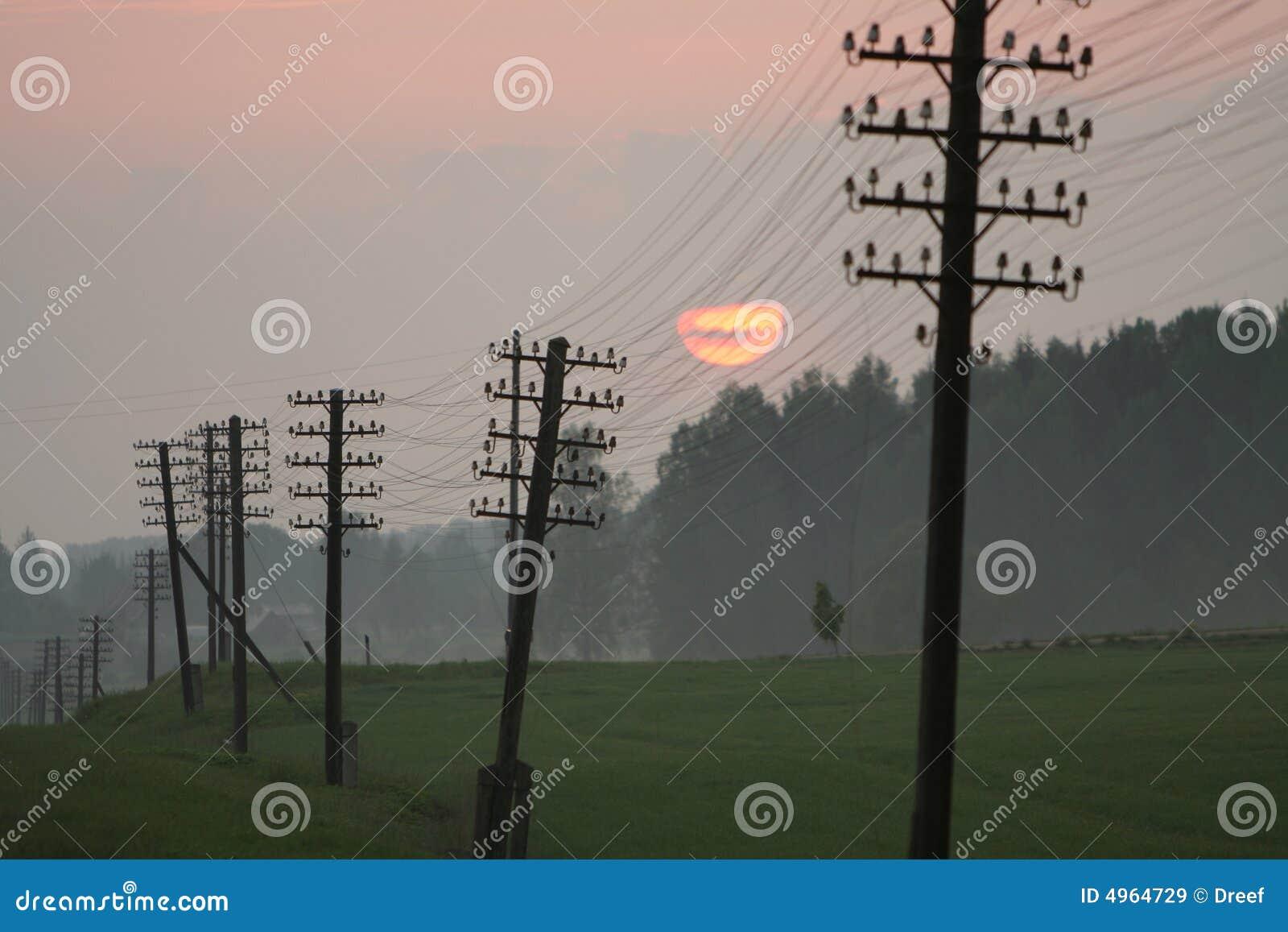 Linie energetyczne w zmierzchu