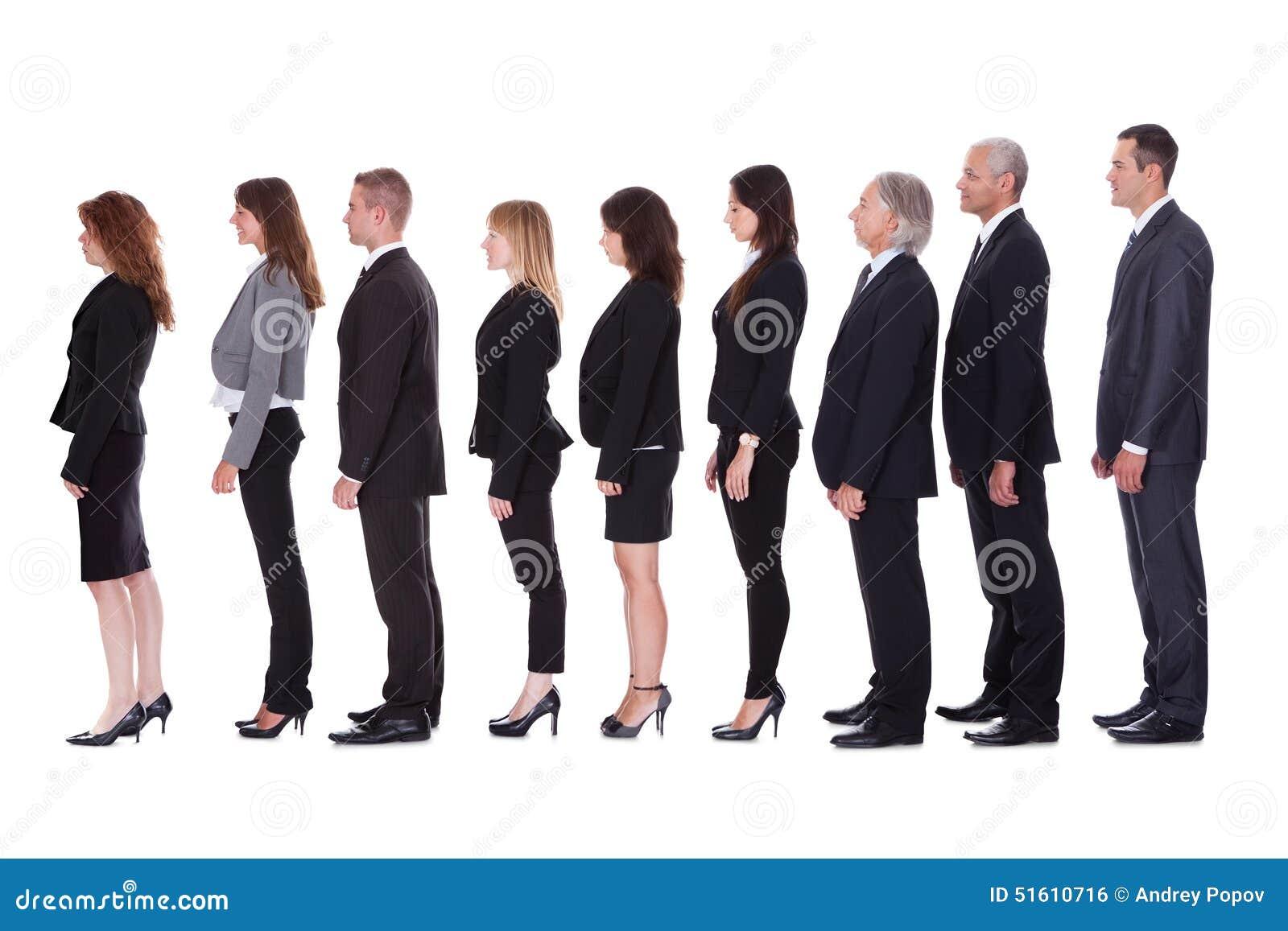 Linje av affärsfolk i profil