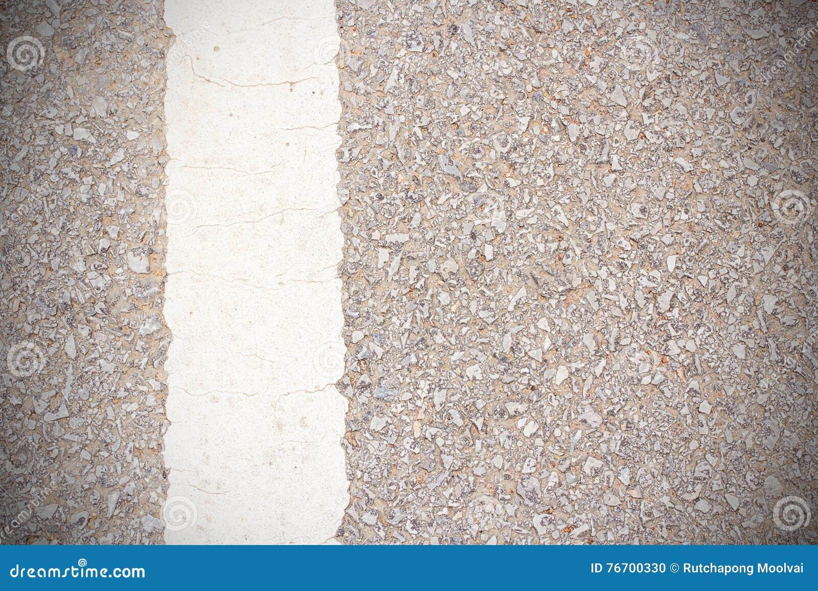 Linjer av trafik på stenlagd vägbakgrund