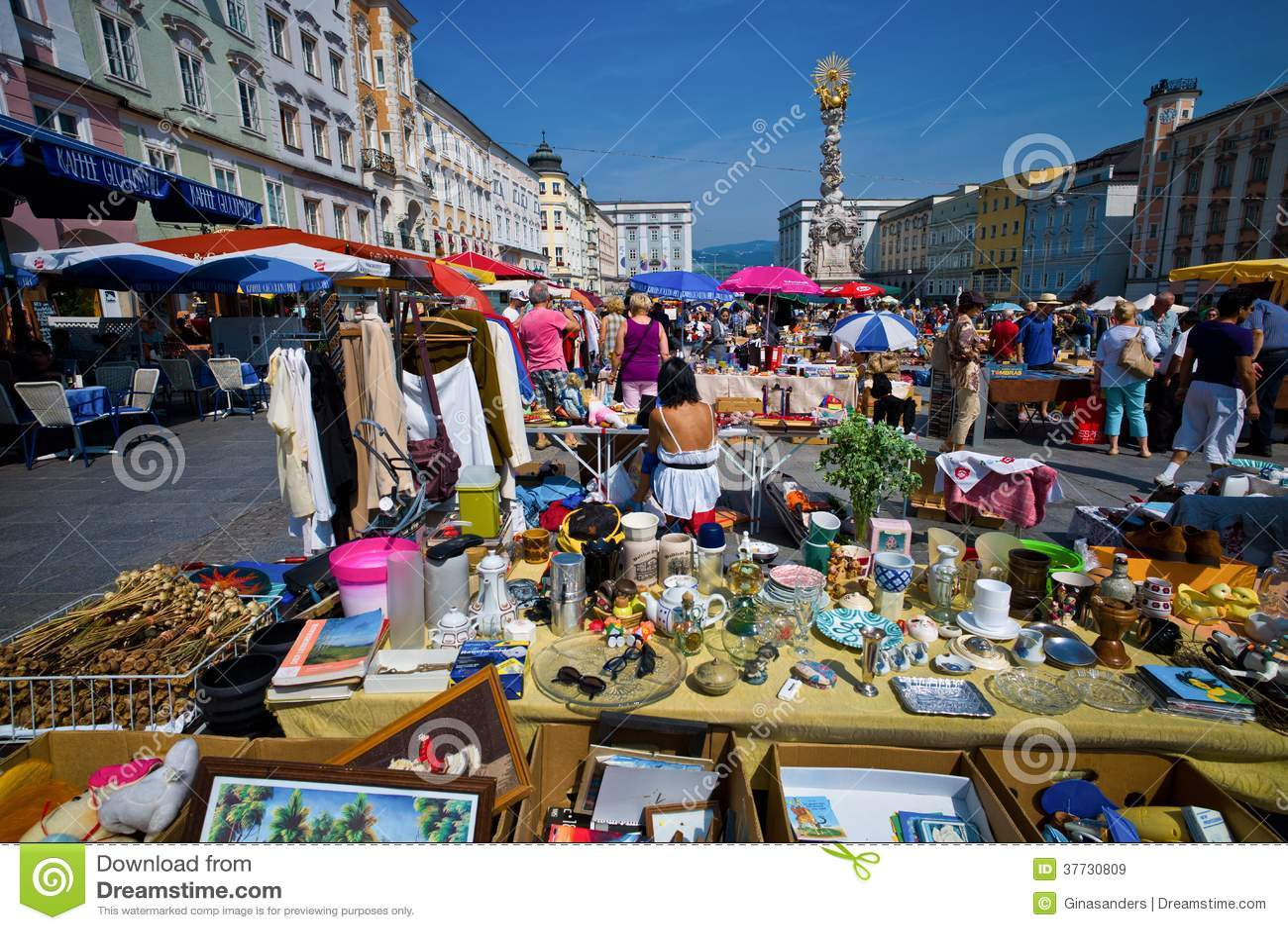 De oude stad in linz, Oostenrijk. vlooienmarkt op het hoofdvierkant ...: nl.dreamstime.com/royalty-vrije-stock-afbeeldingen-linz-oostenrijk...