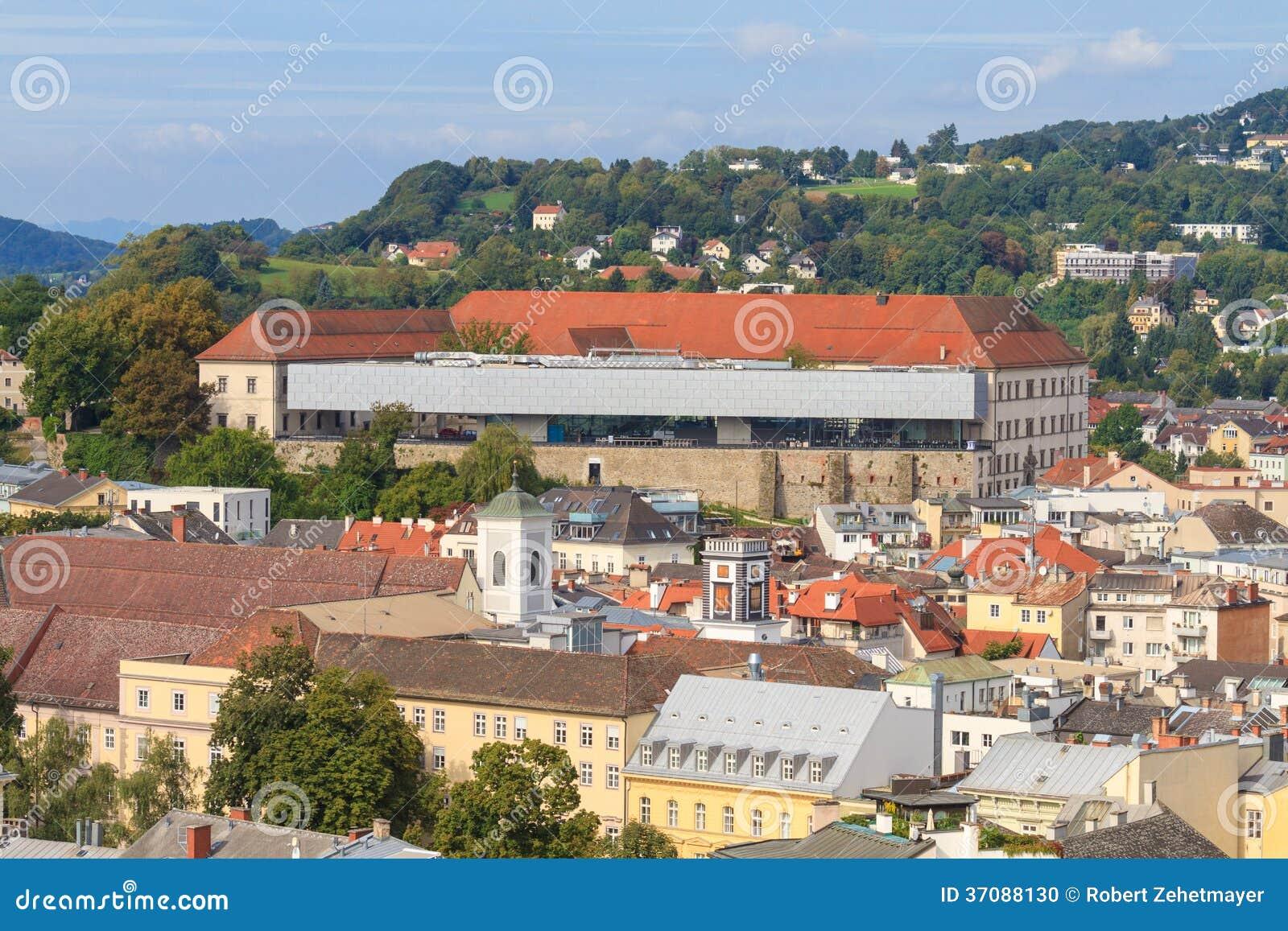 Download Linz Pejzaż Miejski Z Schlossmuseum, Austria Zdjęcie Stock - Obraz złożonej z religia, architektury: 37088130
