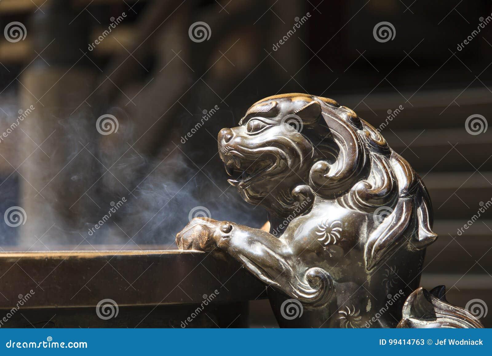 Lion dans un temple japonais