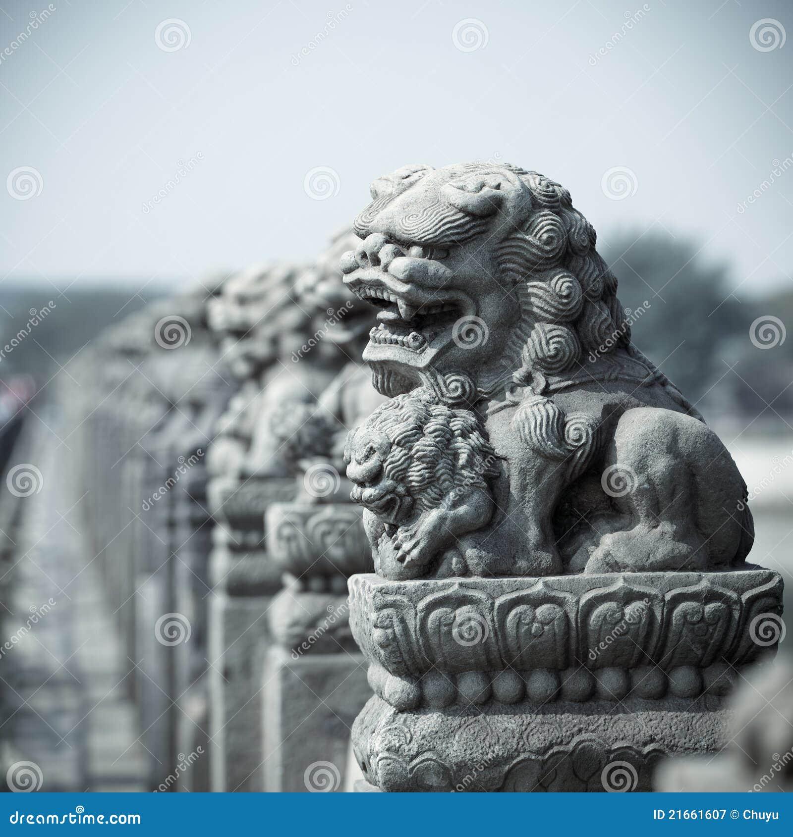 Lion en pierre vif