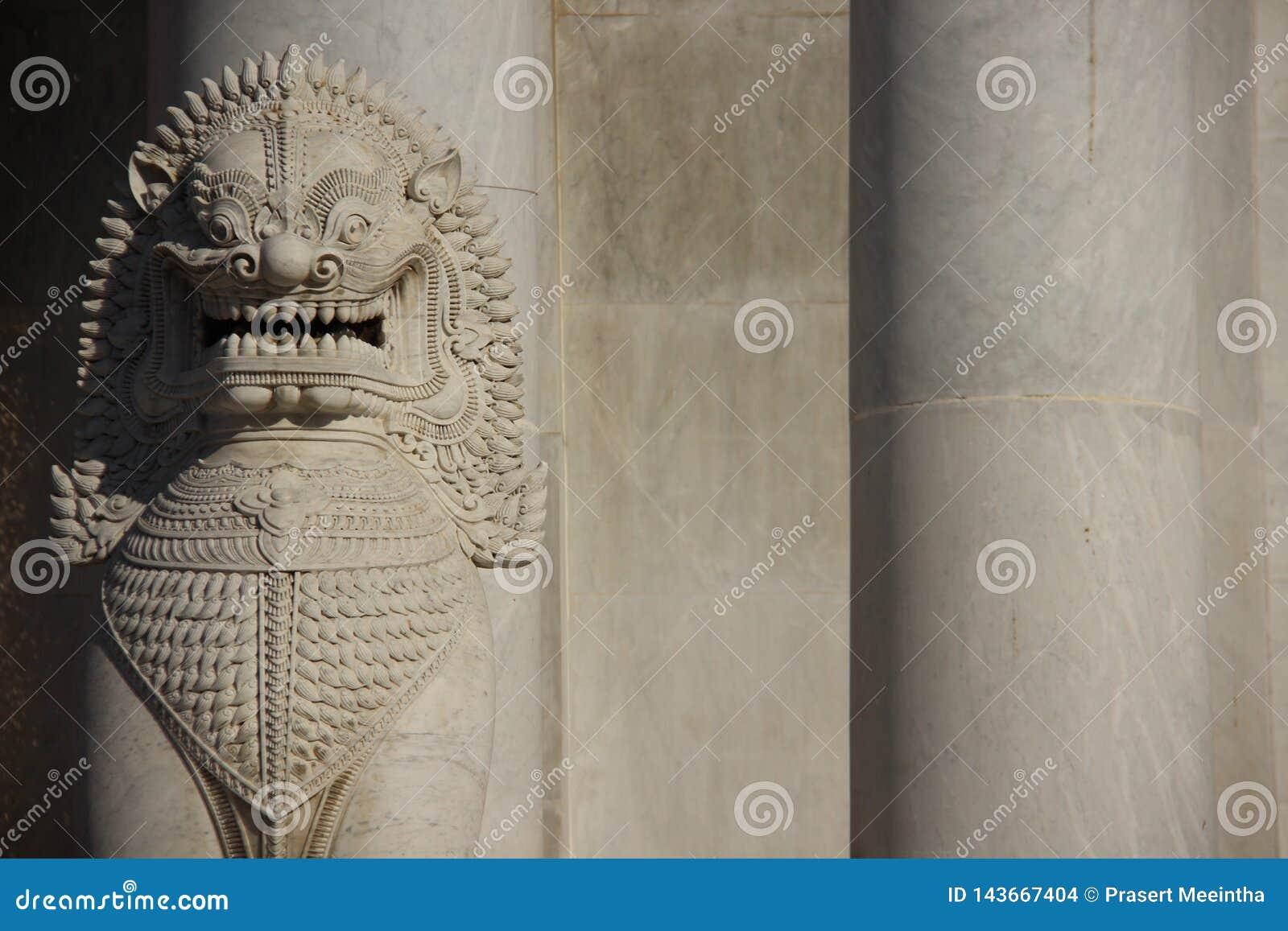 Lion And Marble Pillars de mármol