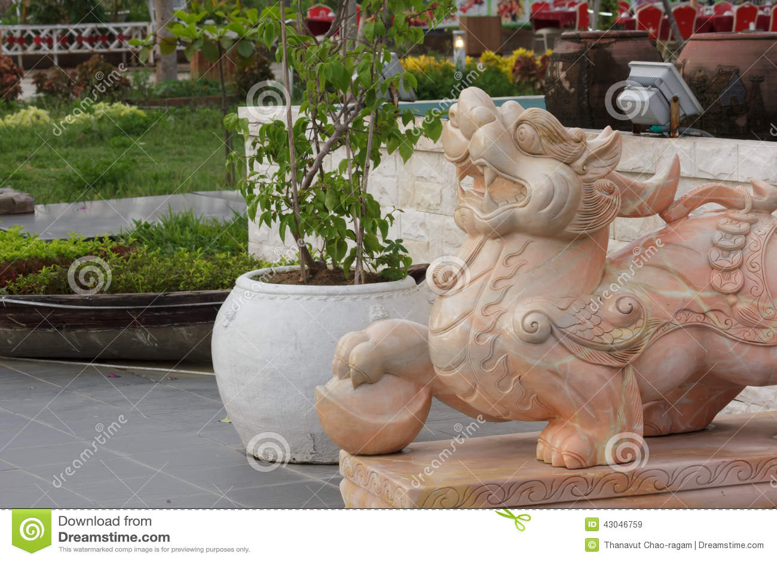 Lion Head Statue With Garden Stock Photo Cartoondealer