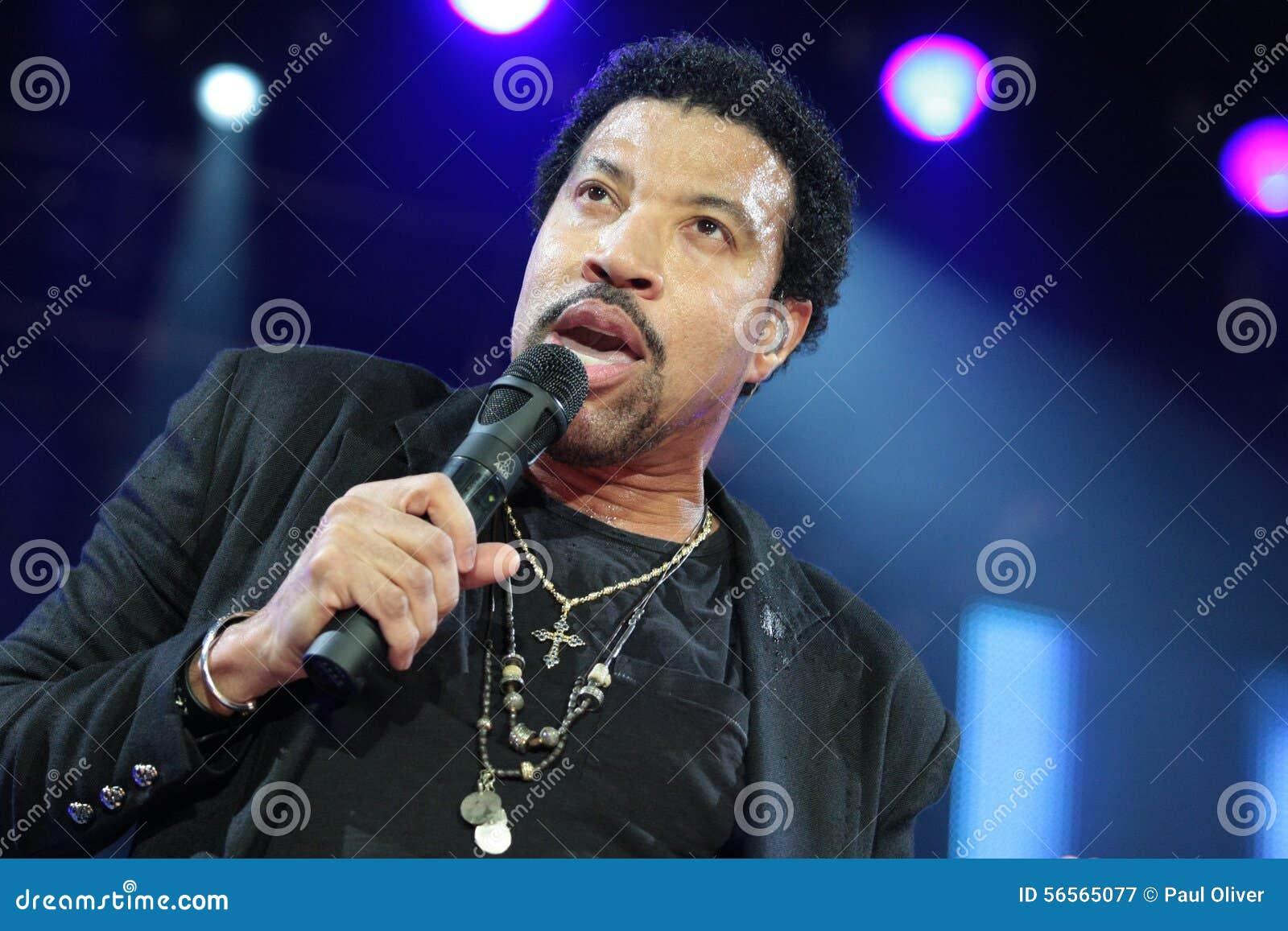 Lionel Richie som direkt utför på O2en i London