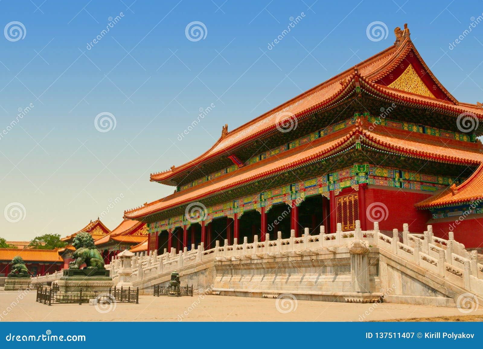 Lions en bronze devant le Hall de l harmonie suprême dans Pékin Cité interdite