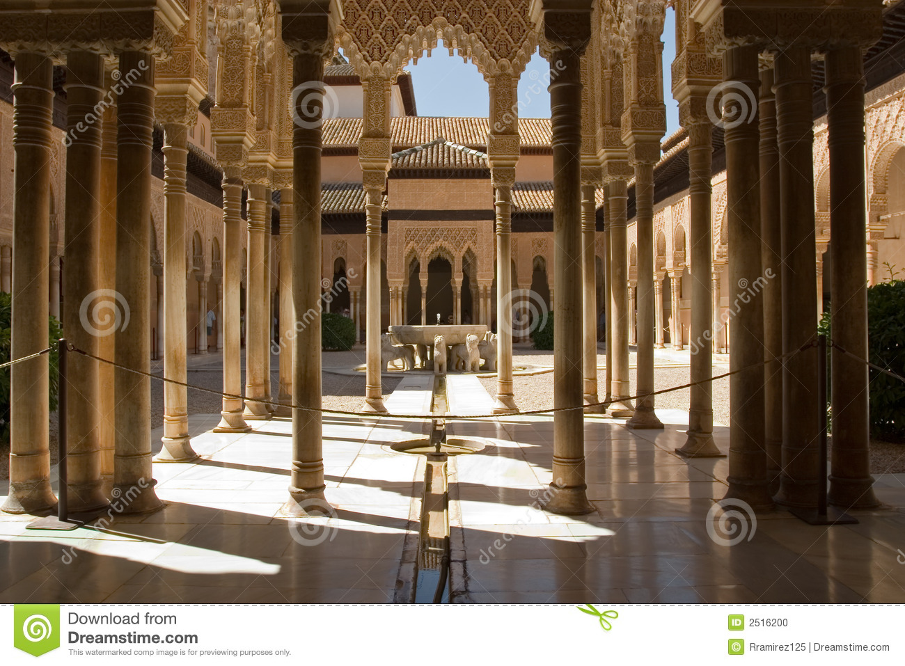 Lions patio in alhambra stock photo image of city for Patios de granada