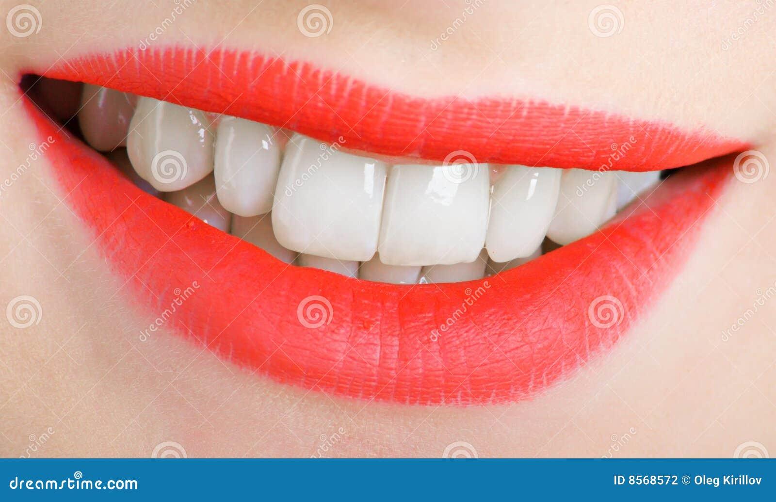 Lippen und Zähne