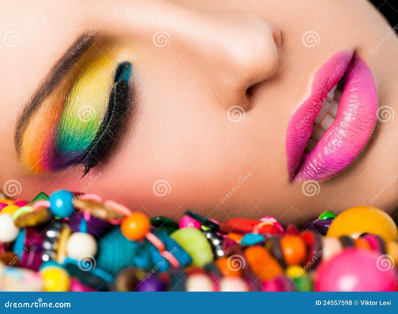 Lippen van de het gezichts de kleurrijke samenstelling van de vrouw