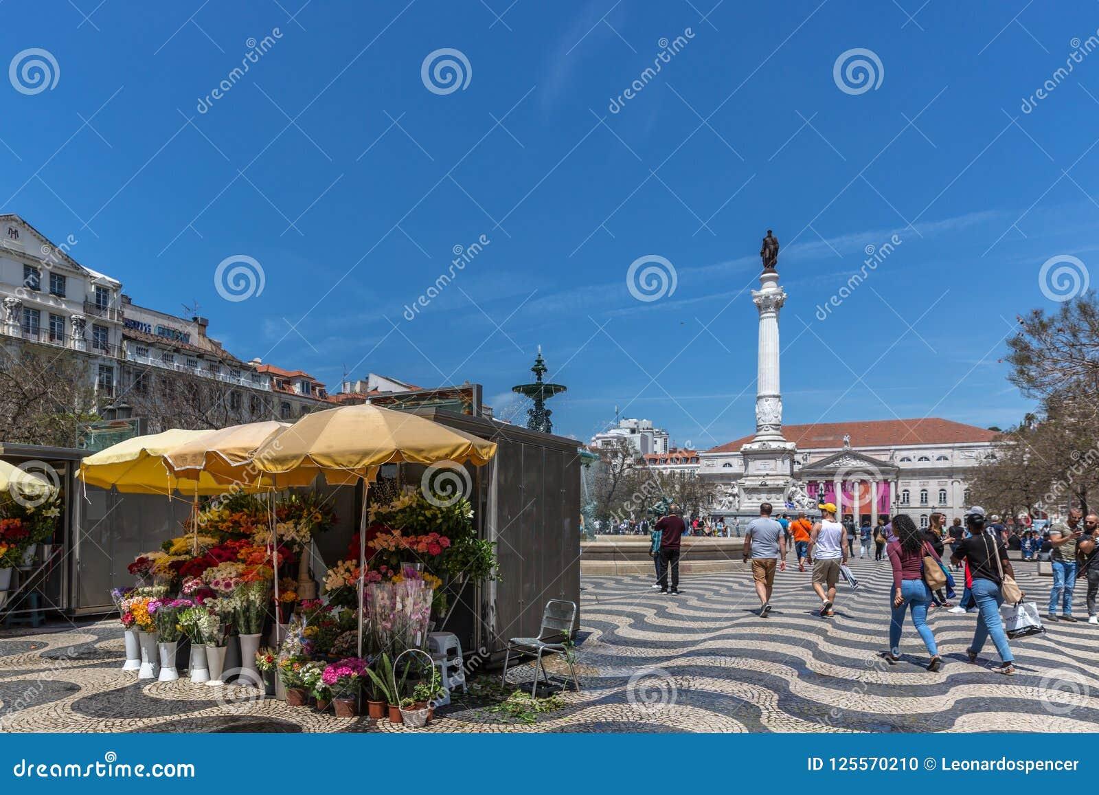 Lisbonne, Portugal - 9 mai 2018 - touristes et gens du pays marchant au boulevard de Rossio capital du ` s à Lisbonne du centre,