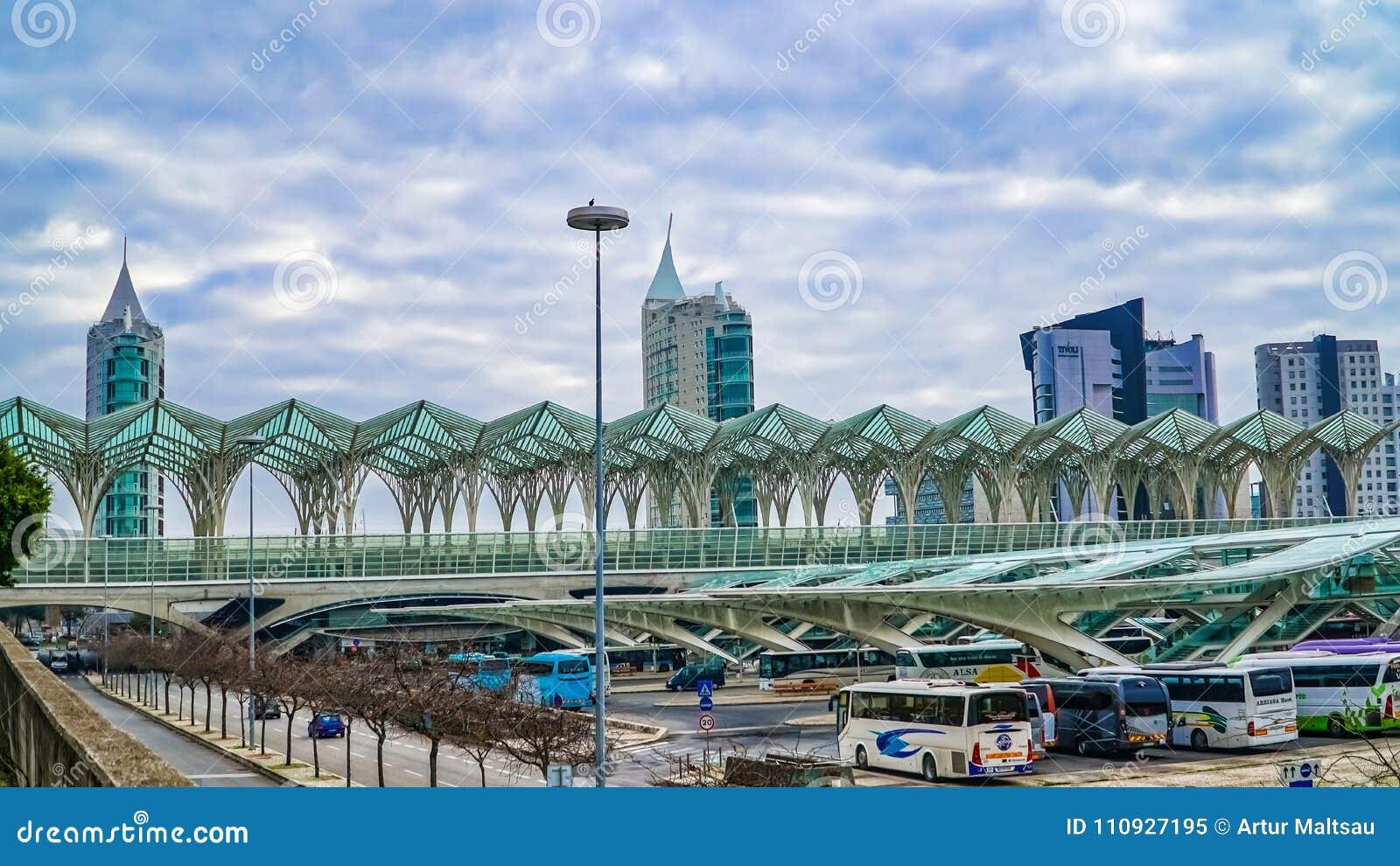 lissabon portugal dezember 30 2017 moderne architektur an der oriente station durch. Black Bedroom Furniture Sets. Home Design Ideas
