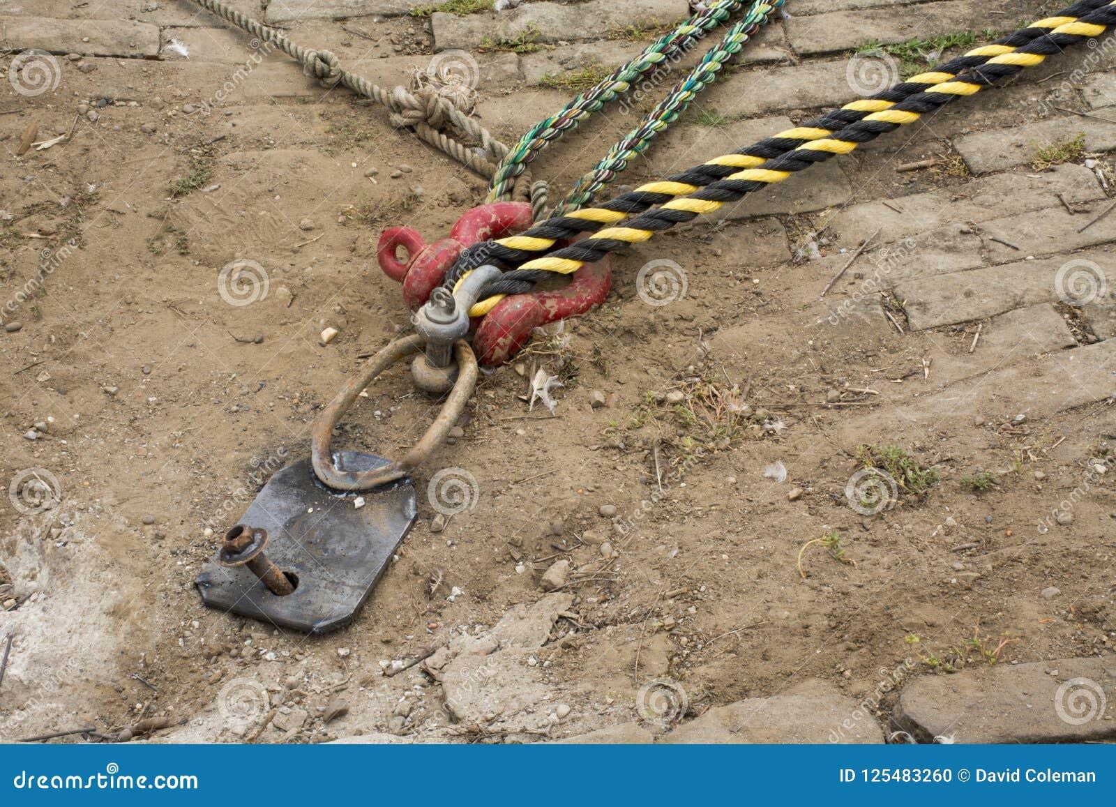 Listón del muelle con las cuerdas del muelle