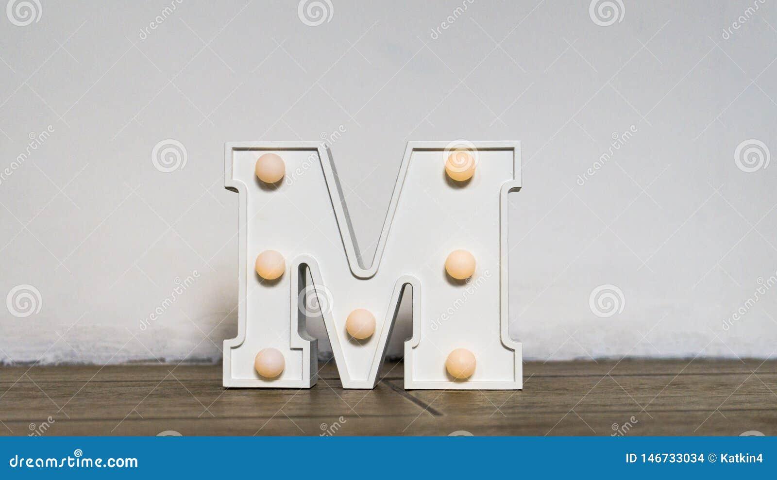 List abecad?o Nocy światło w pepinierze Biel listowy M z backlight jest na podłodze