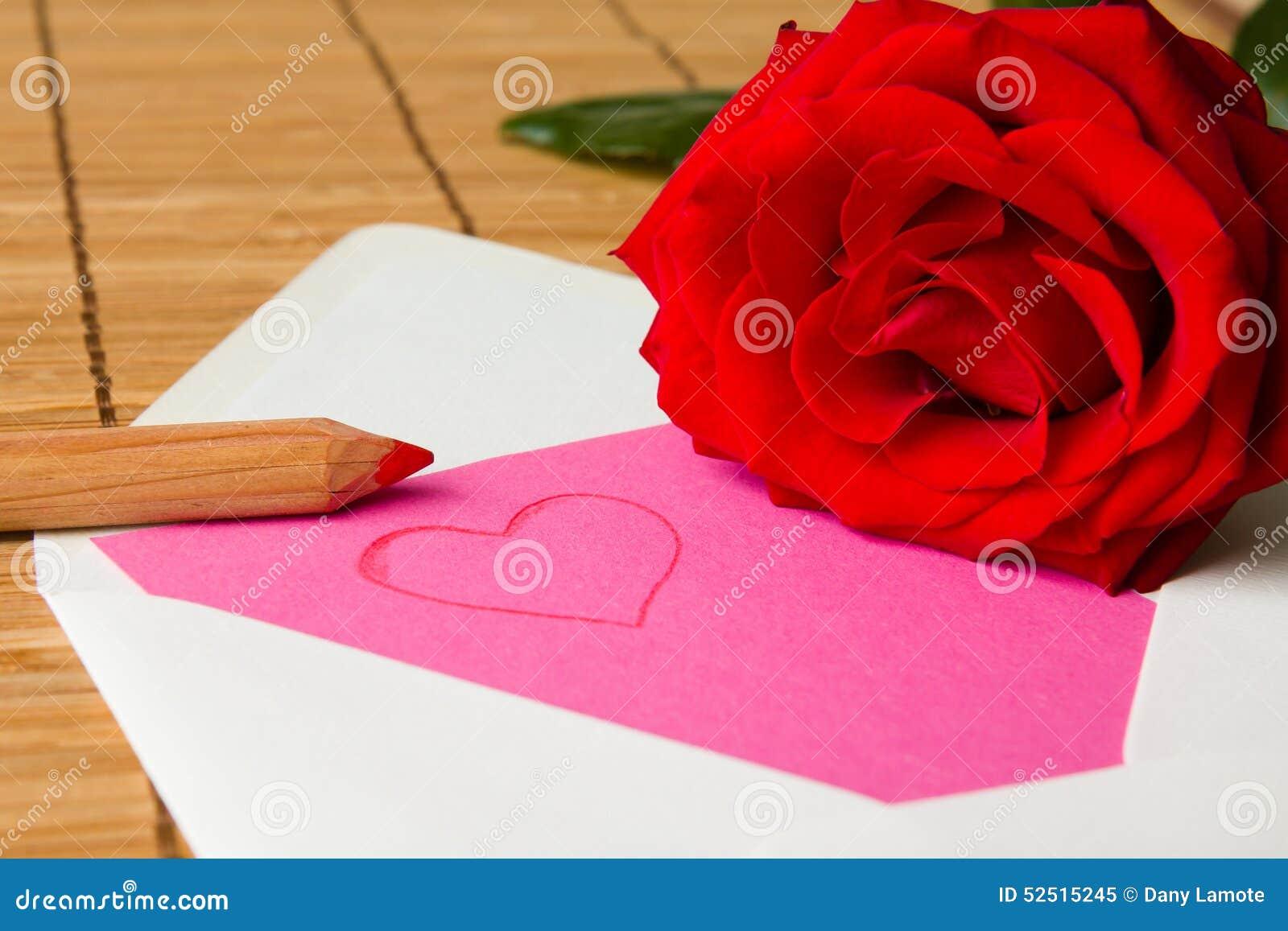 List miłosny z czerwieni różą