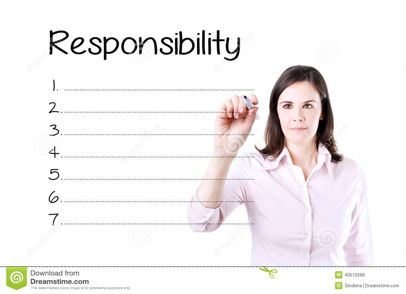 Lista da responsabilidade da escrita da mulher de negócio na placa Isolado no branco