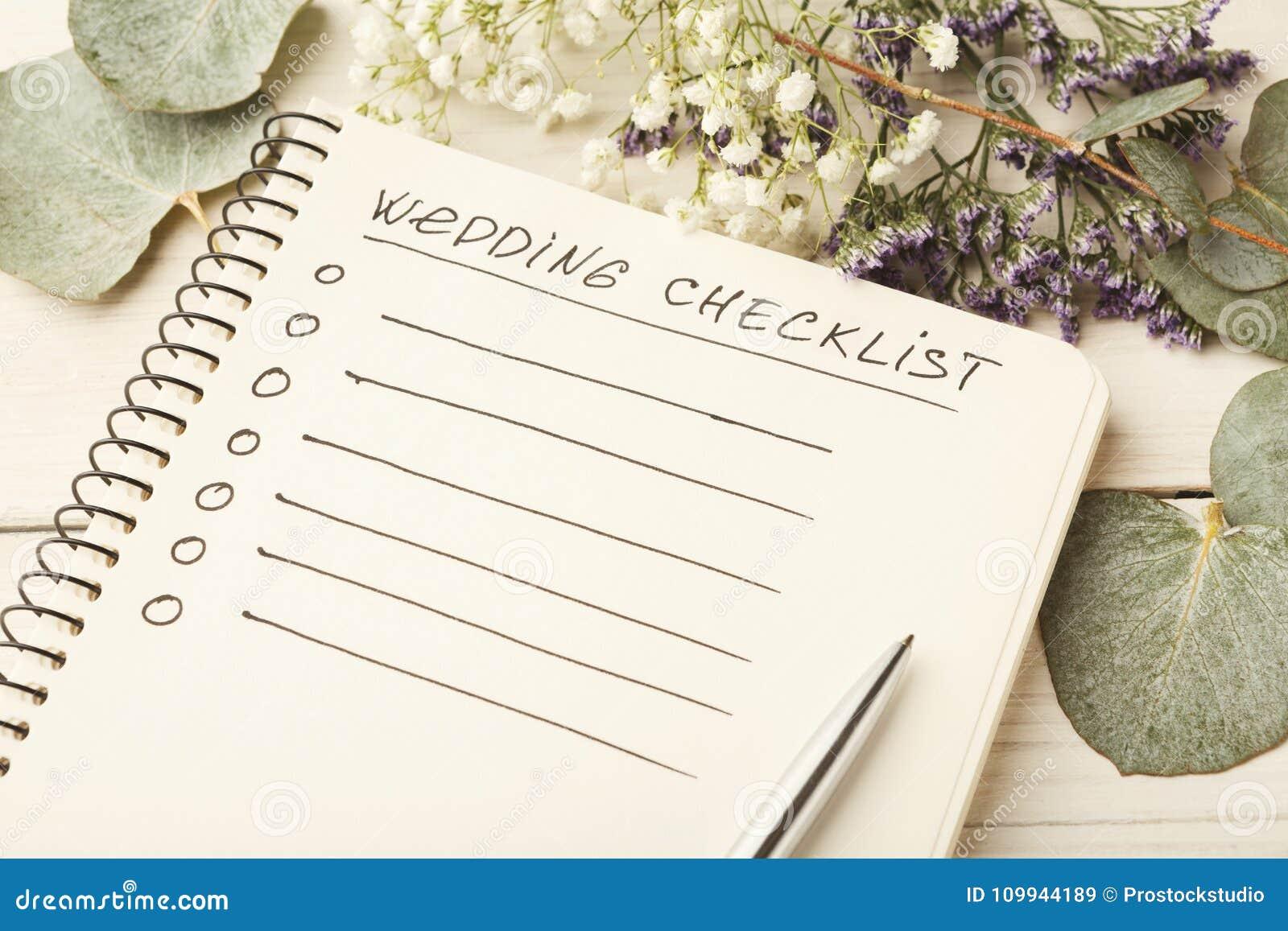Lista di controllo di nozze e fiori svegli