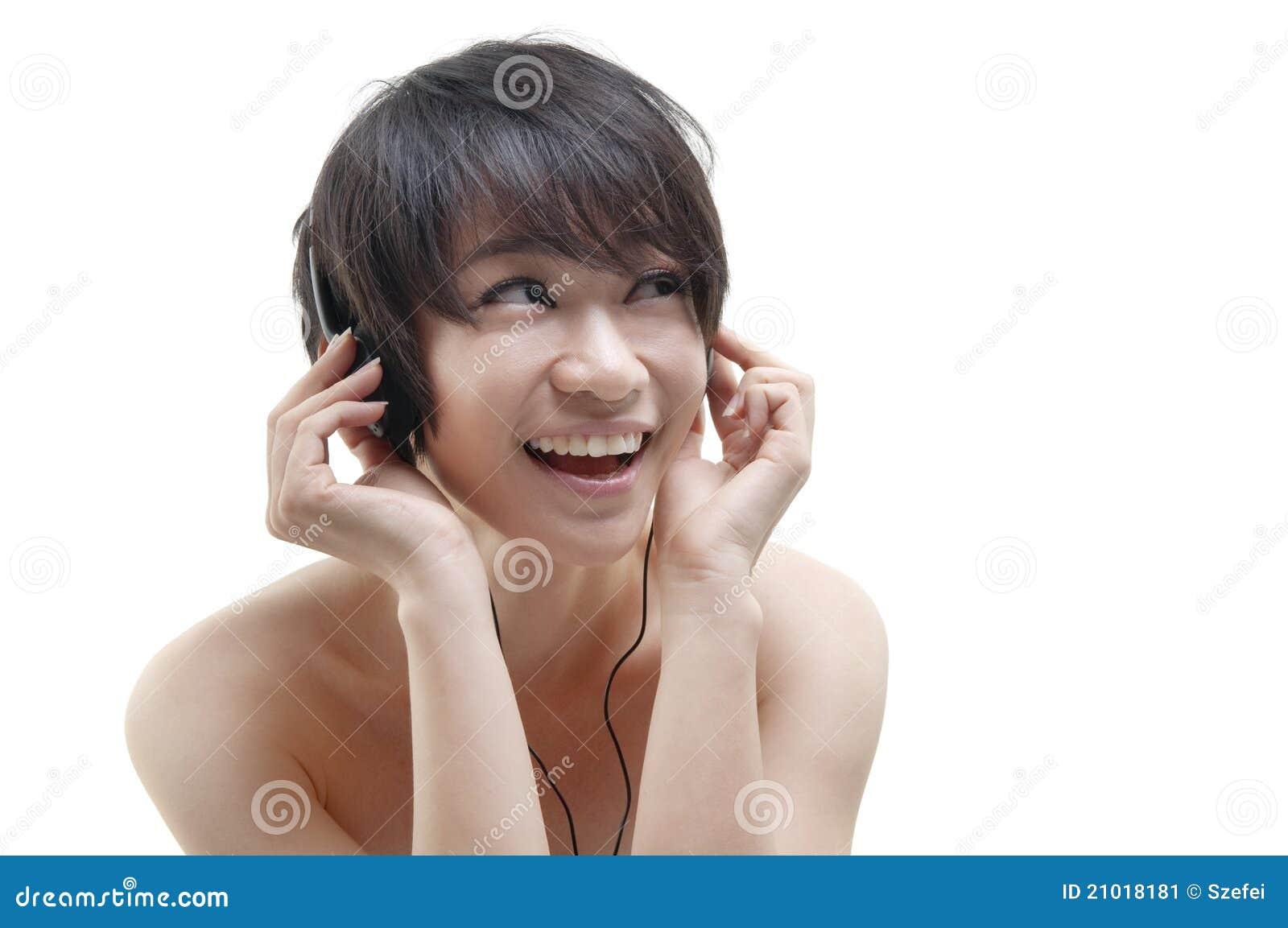 listening-to-music-21018181.jpg