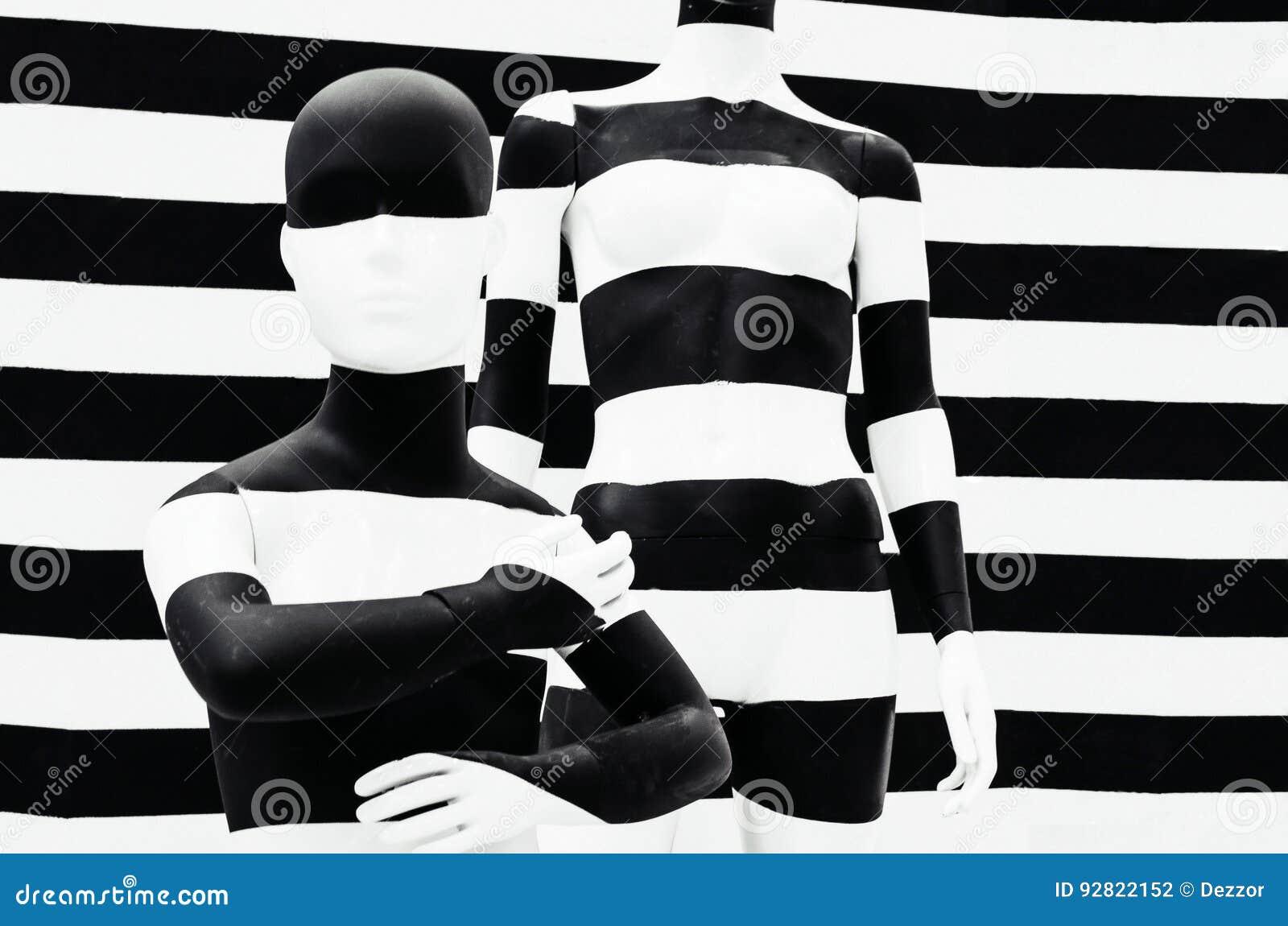 Listras preto e branco do manequim da arte, em listrado com listras preto e branco disfarce