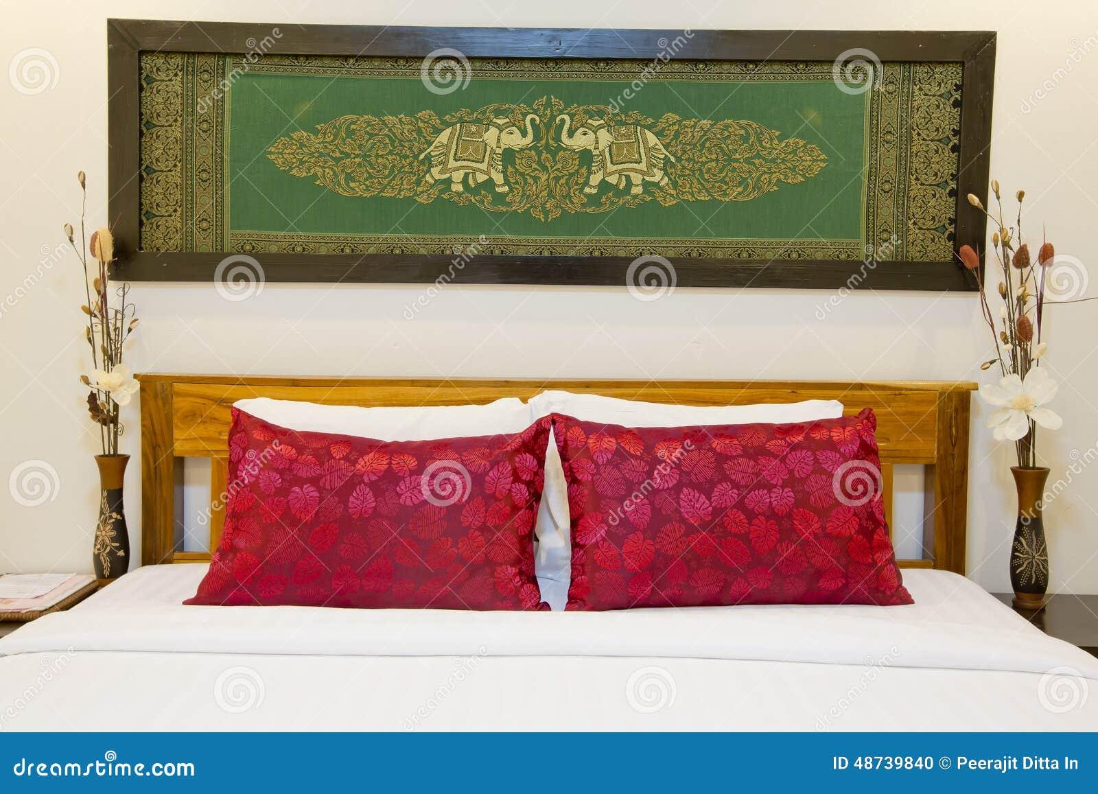 lit de style asiatique moderne avec l 39 cran en soie int ressant avec le cadre dans le bedro. Black Bedroom Furniture Sets. Home Design Ideas