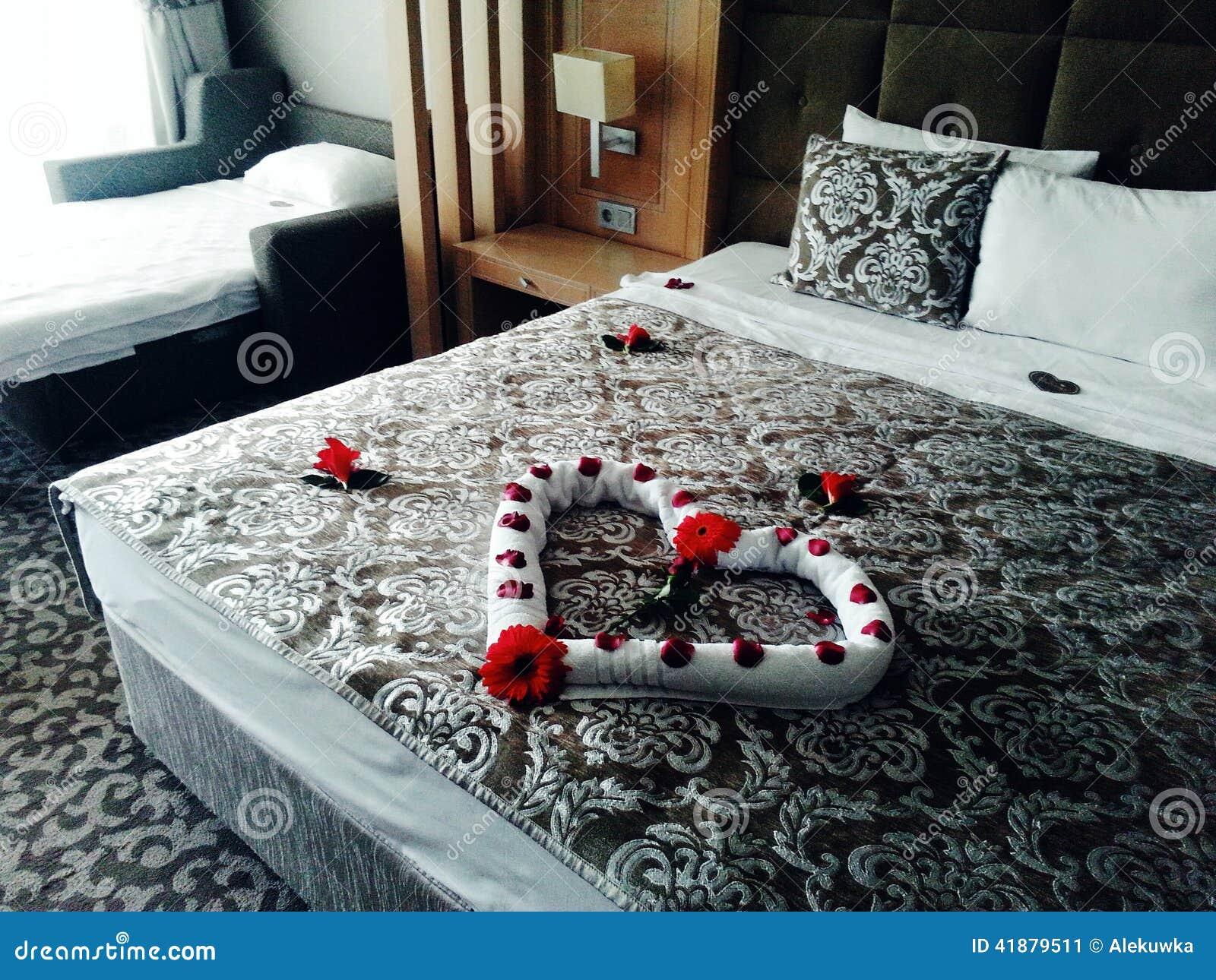 lit romantique image stock image du maison b ti d corez 41879511. Black Bedroom Furniture Sets. Home Design Ideas