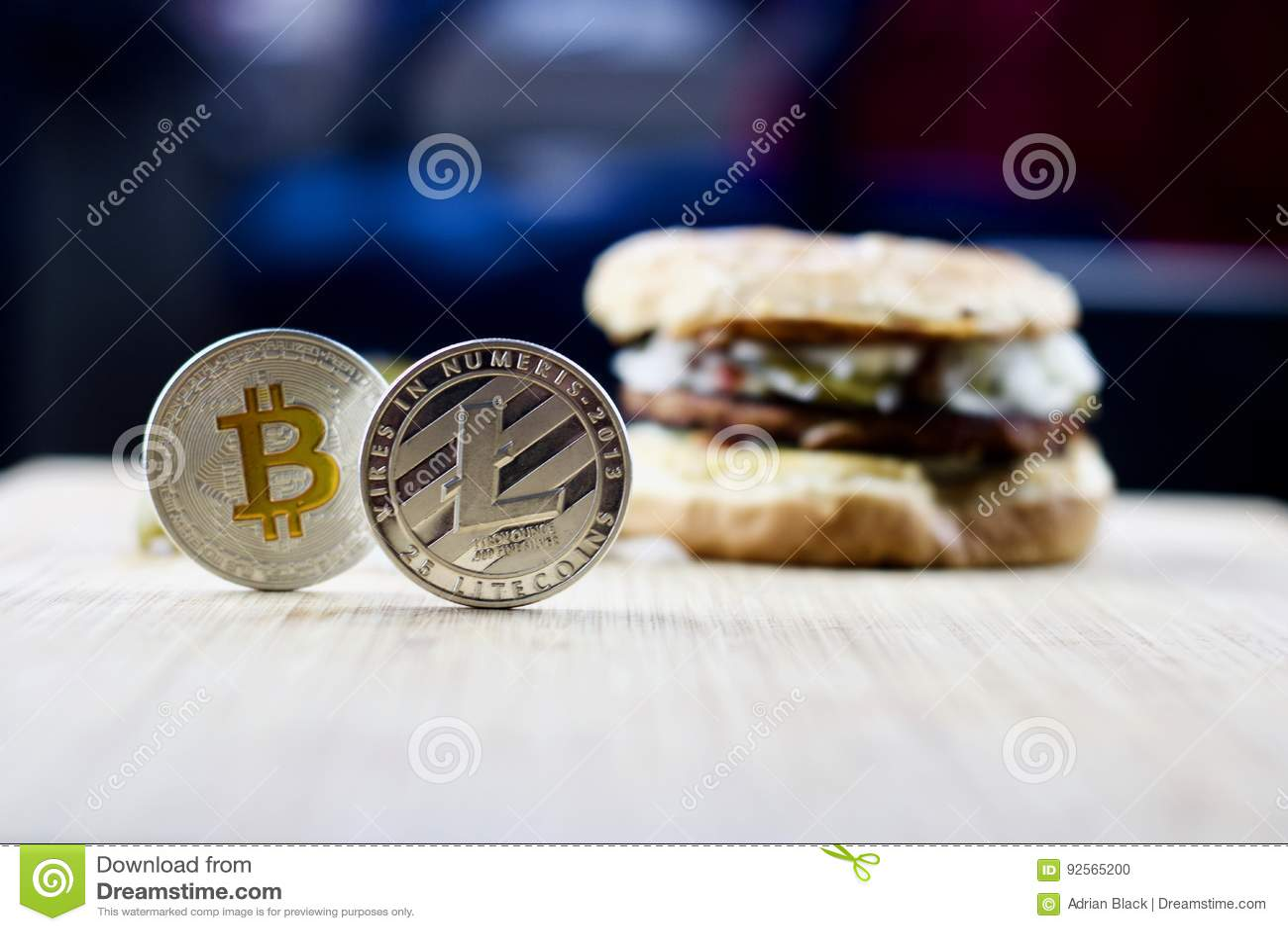 Litecoin e bitcoin vicino all hamburger