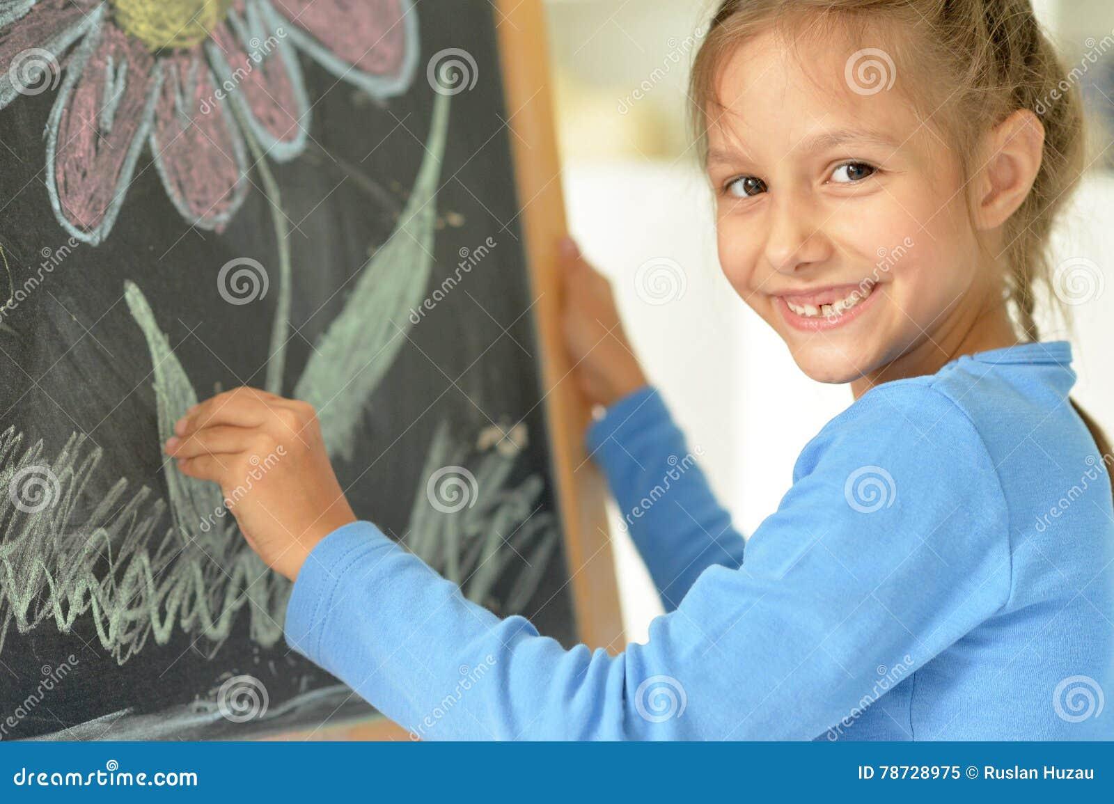 Liten flickateckning på svart tavla