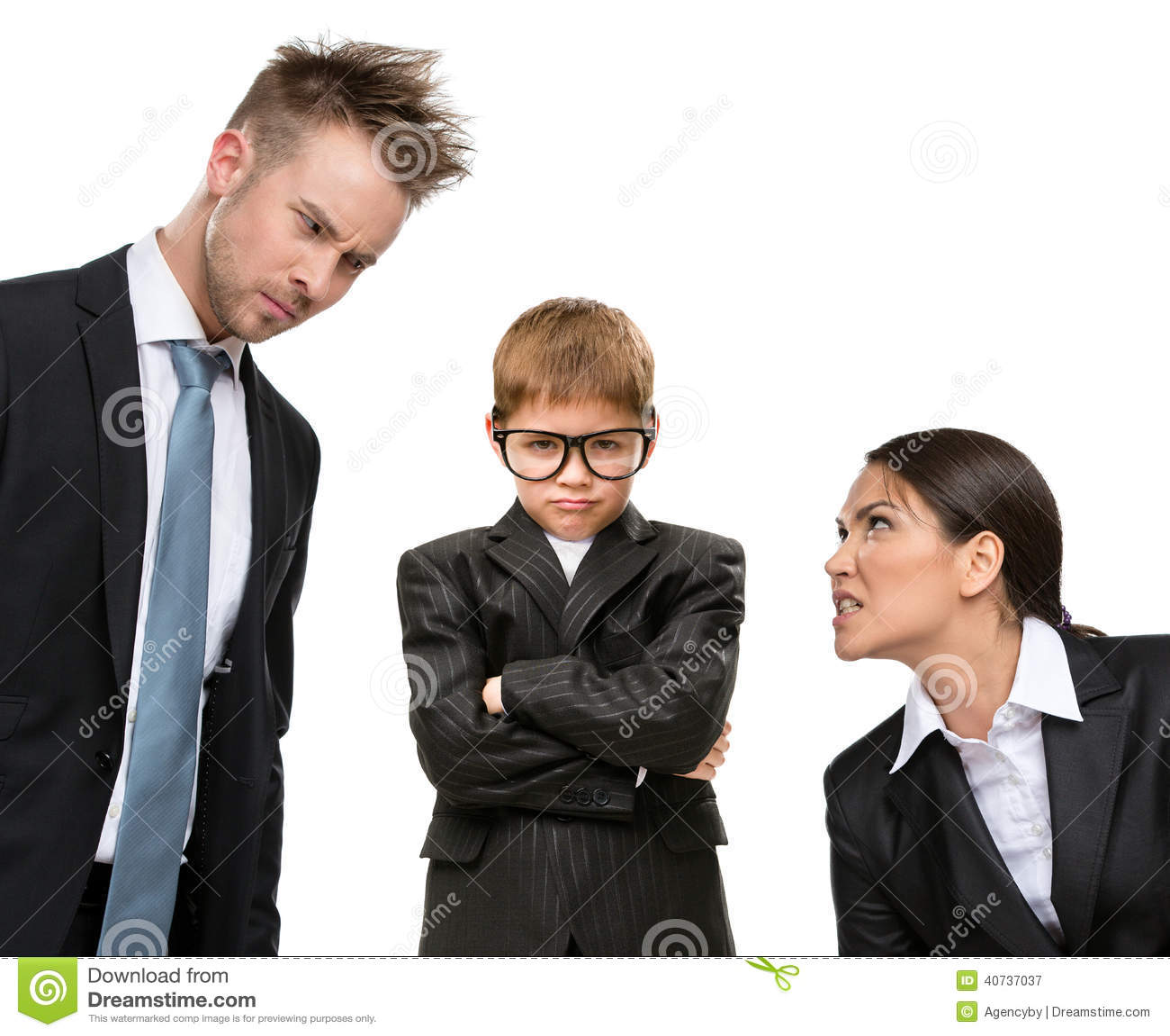Liten framtida affärsman under tryck av föräldrar