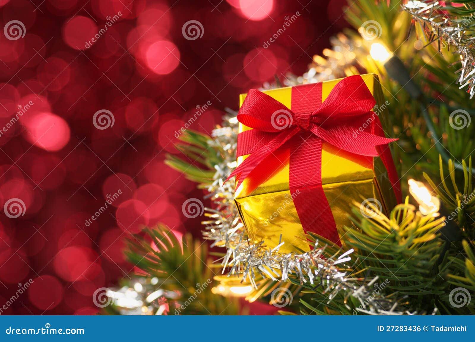 Liten gåva på julgran. (horisontal)