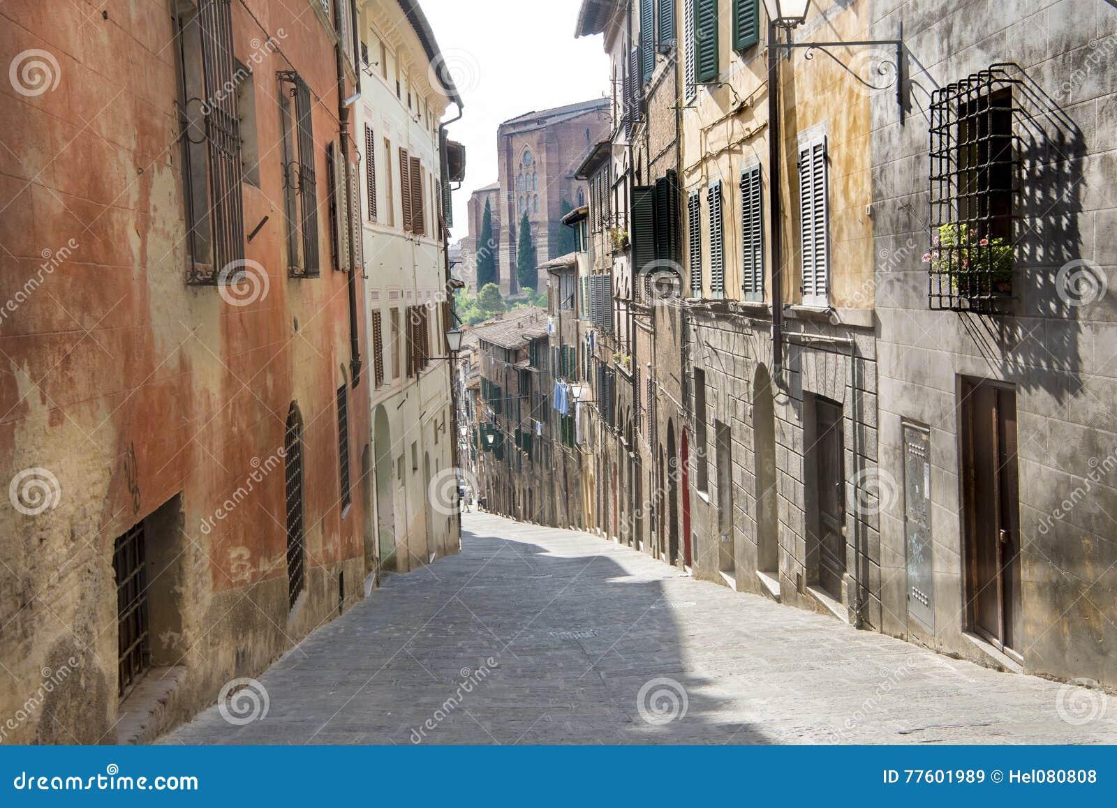 Liten gata i Siena, Italien