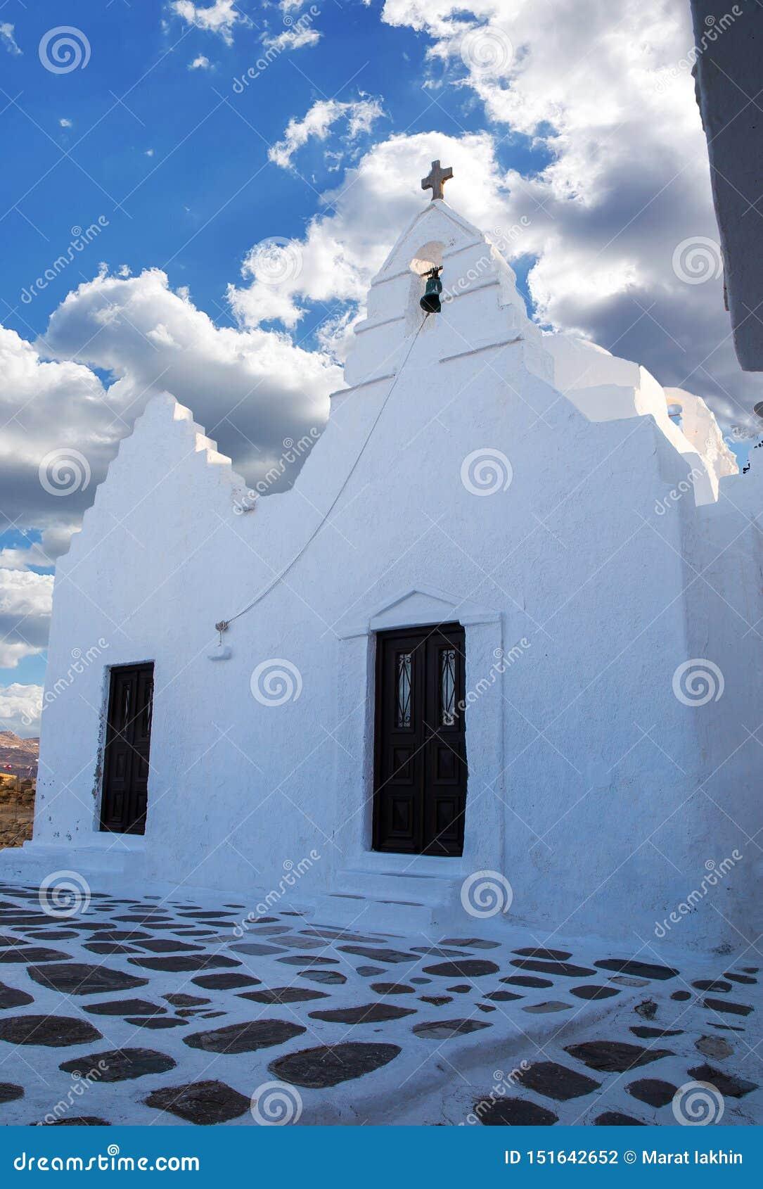 Liten kristen kyrka p? ?n Mykonos